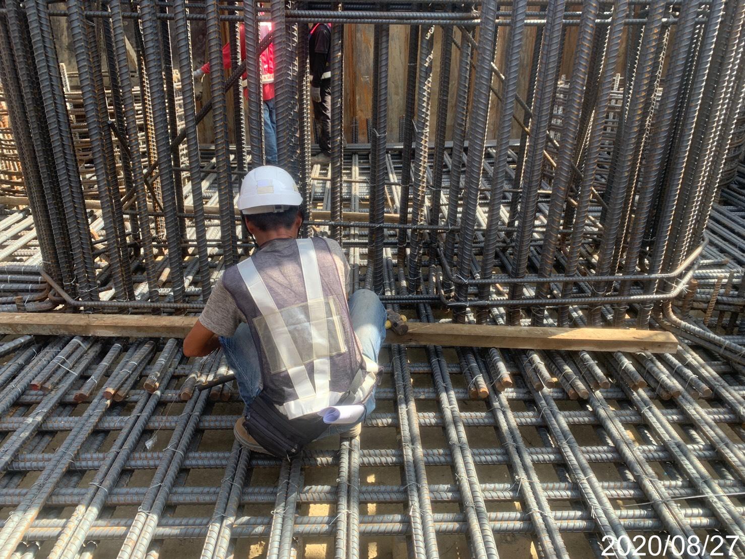 淡水端橋墩基礎板鋼筋綁紮