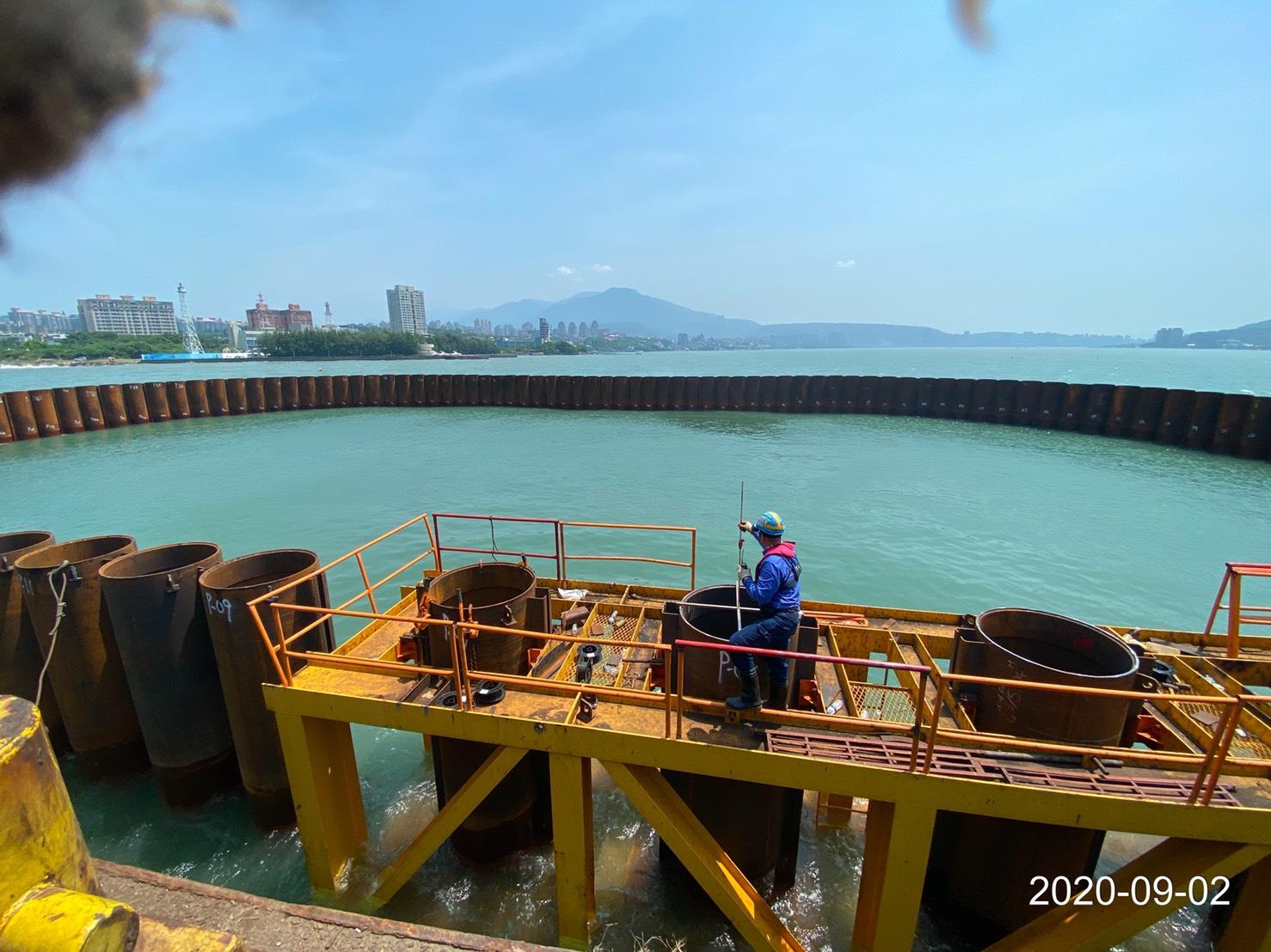 河中段P130墩柱之鋼管樁打設後位置測量