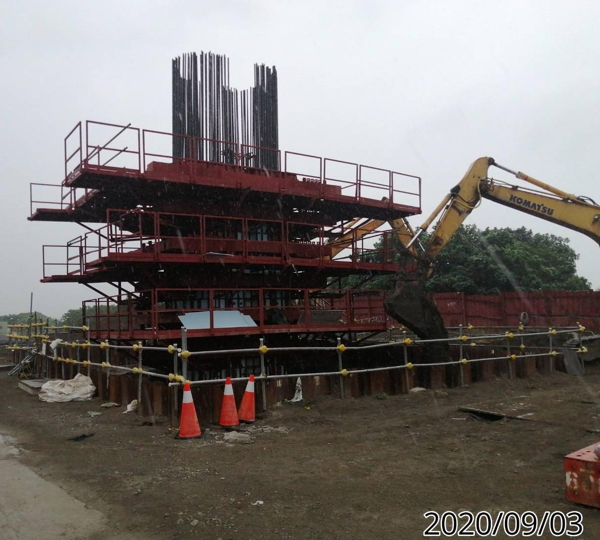 八里端基礎板墩柱側邊土方回填