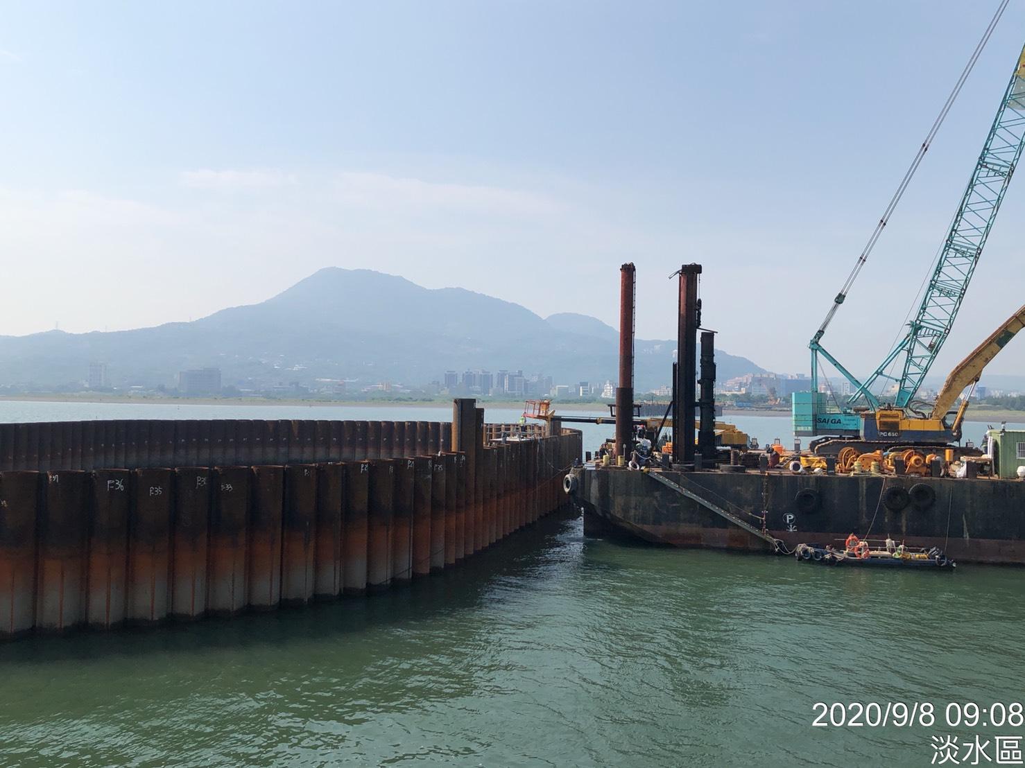 河中段P130墩柱之鋼管樁打設.