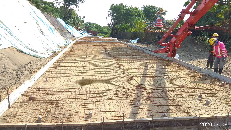 八里端施工便道地坪混凝土澆置