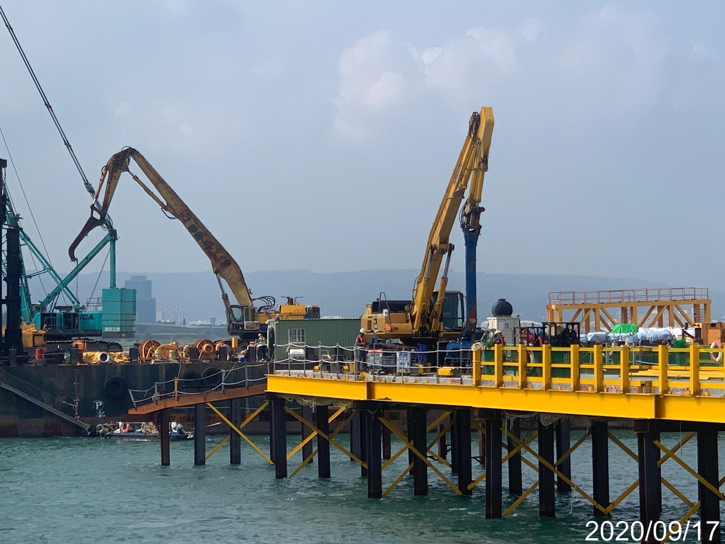 淡水端施工鋼便橋型鋼打設