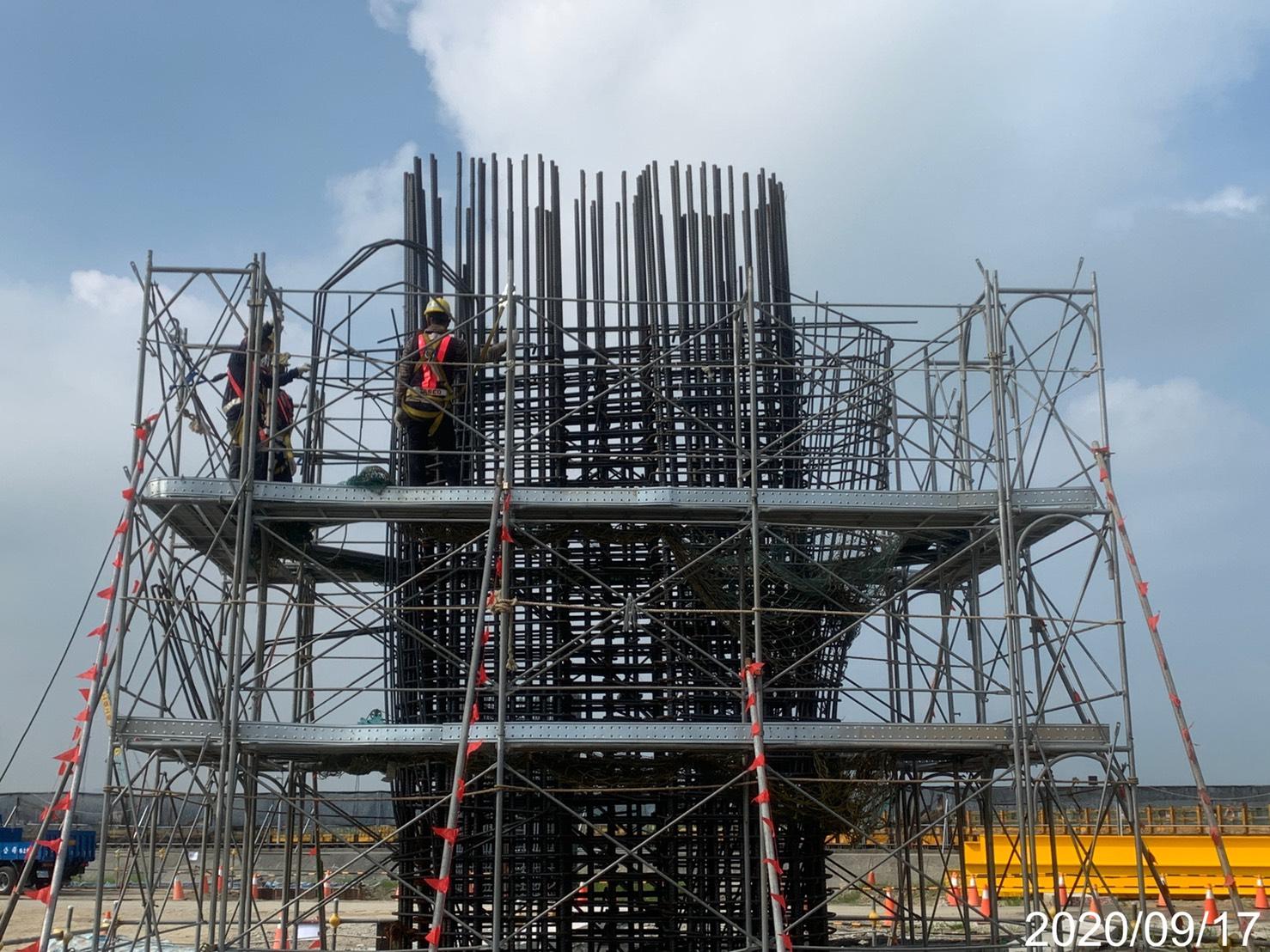 淡水端橋墩墩柱牆身第一層鋼筋綁紮