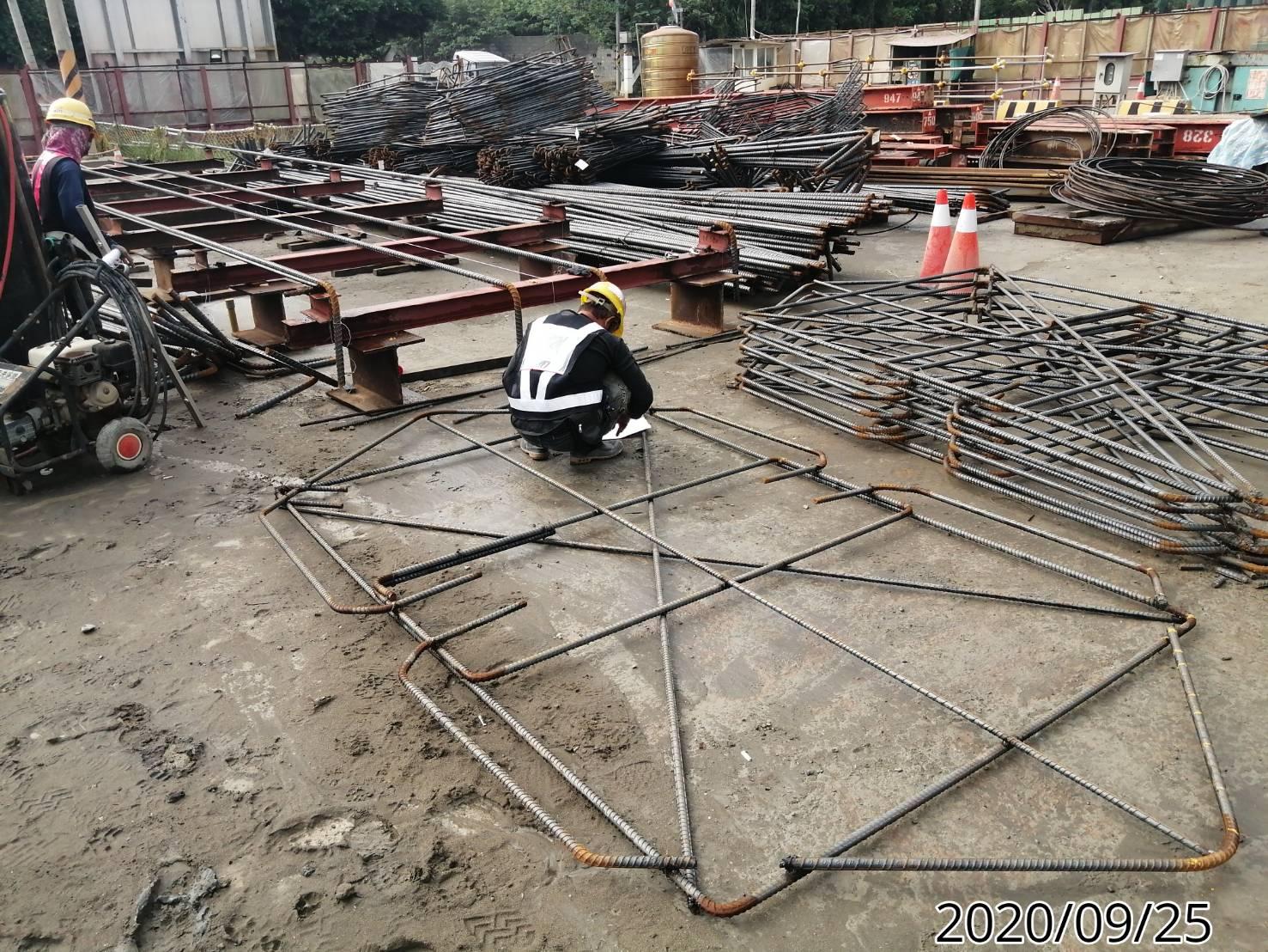 八里端橋墩墩柱鋼筋樣架製作組立.