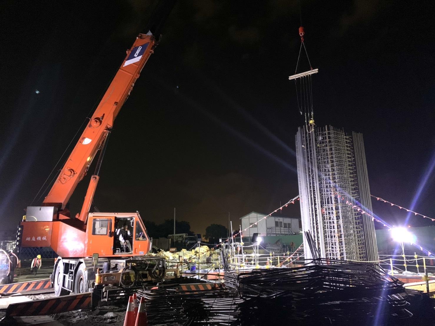 八里端P3S橋墩墩柱鋼筋吊裝綁紮組立施工.