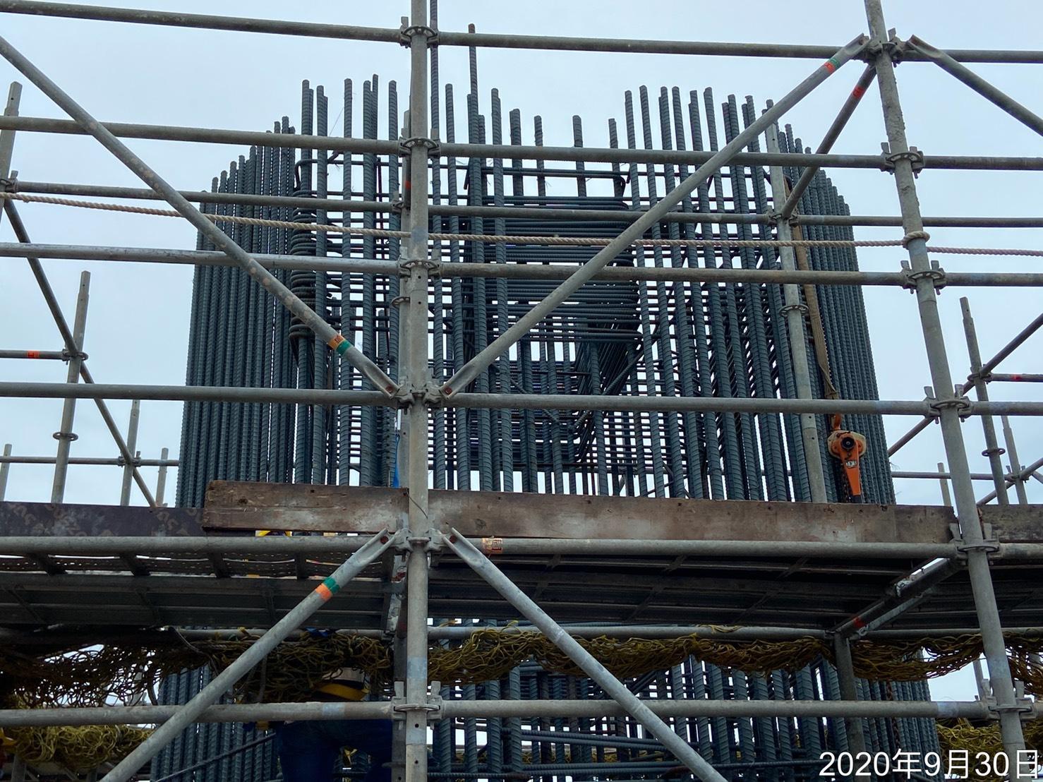 橋墩墩柱施工架架設組立.