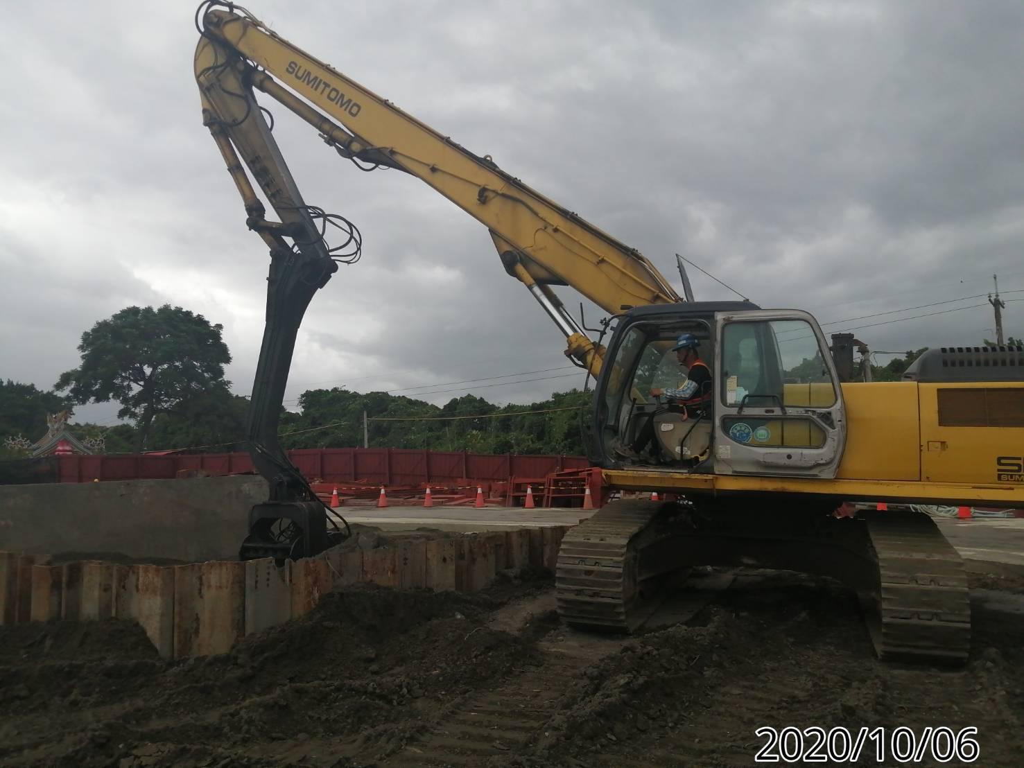 八里端橋墩基礎板鋼版樁打設