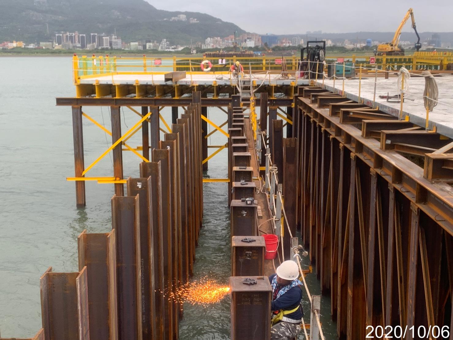 淡水端基樁施工構台中間柱型鋼銲接