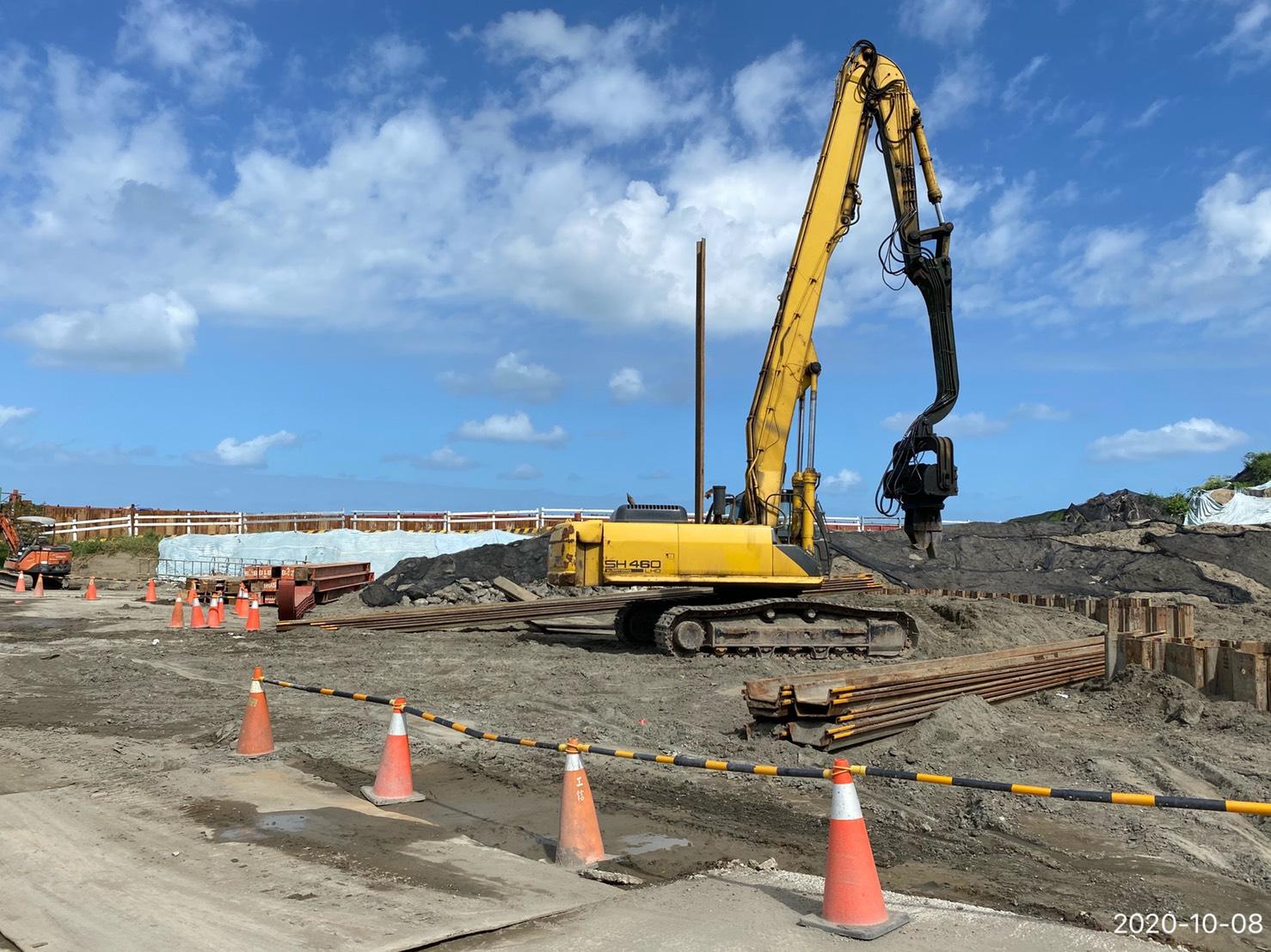 八里端P4N基礎鋼板樁打設.