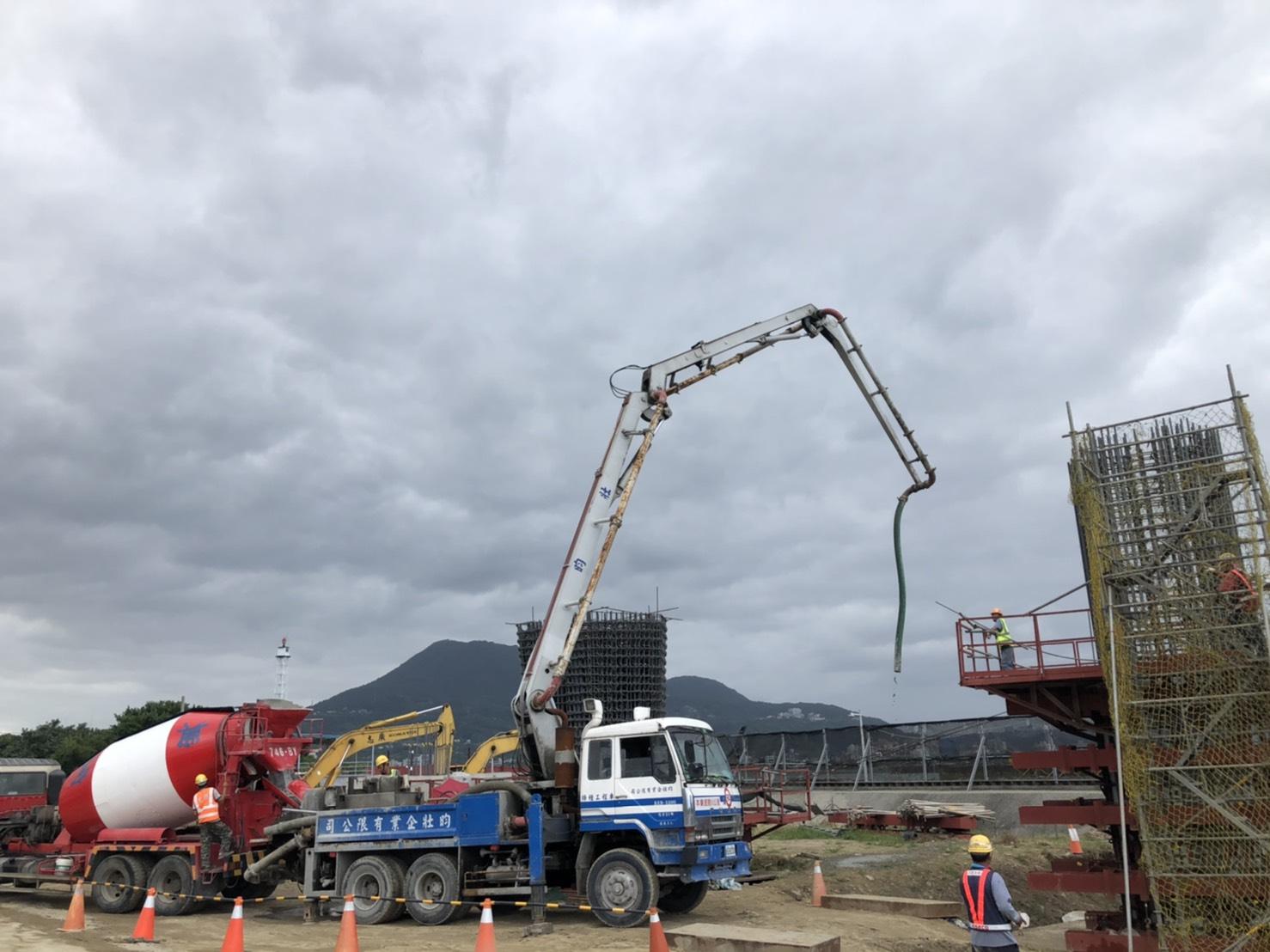 灩水端RR3P2橋墩墩柱直線段第一升層RC澆置