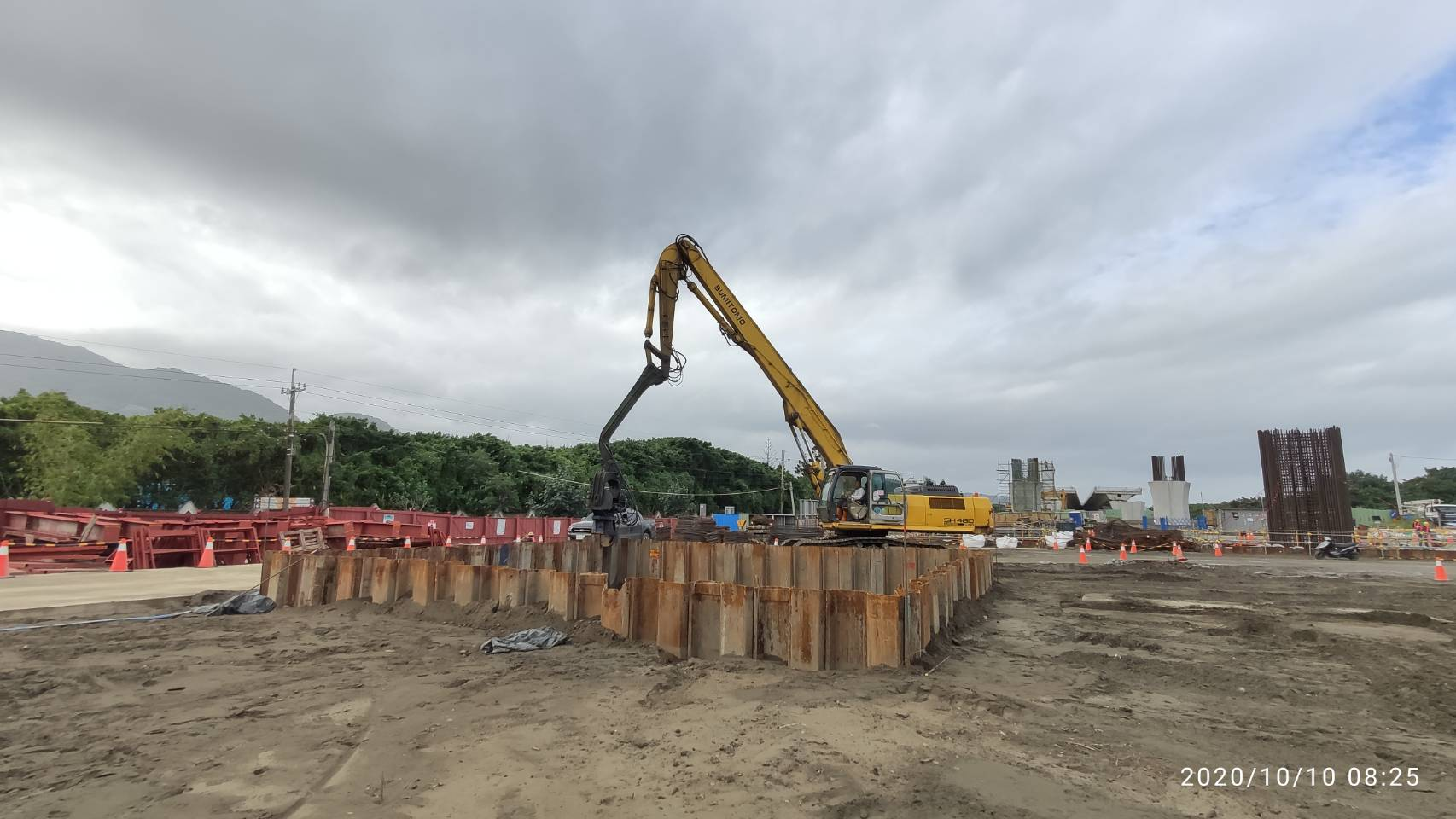 八里端之P4N基礎鋼板樁打設