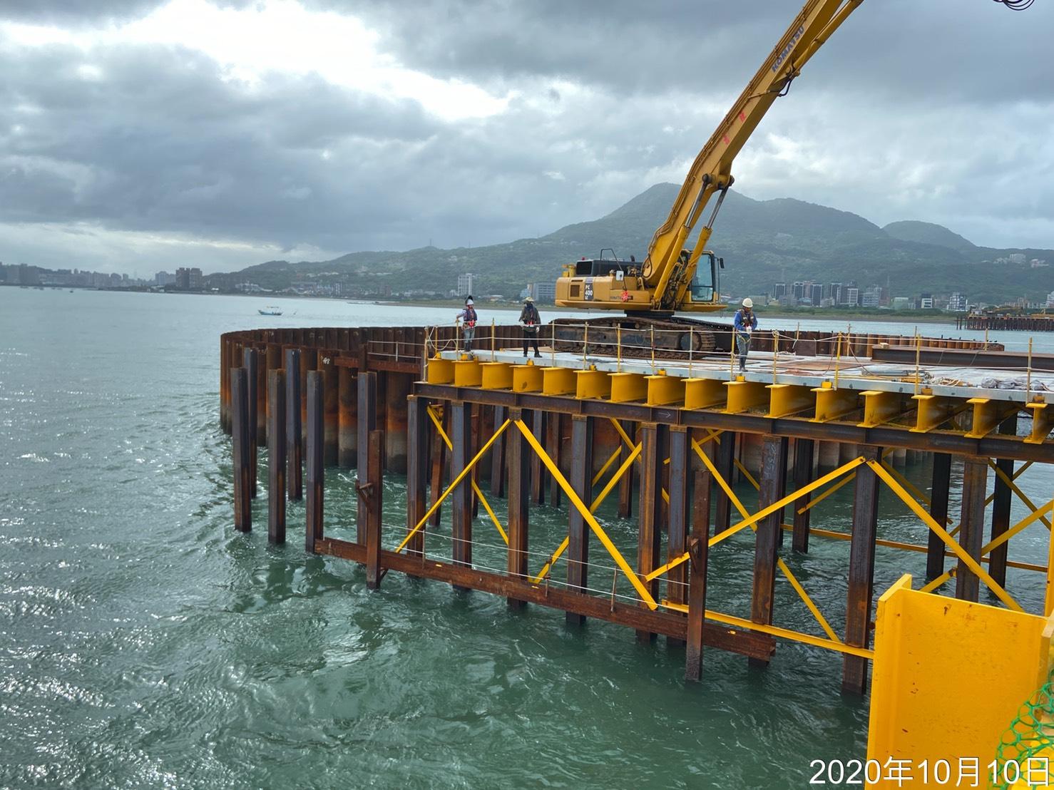 淡水端施工鋼便橋構件安裝組立