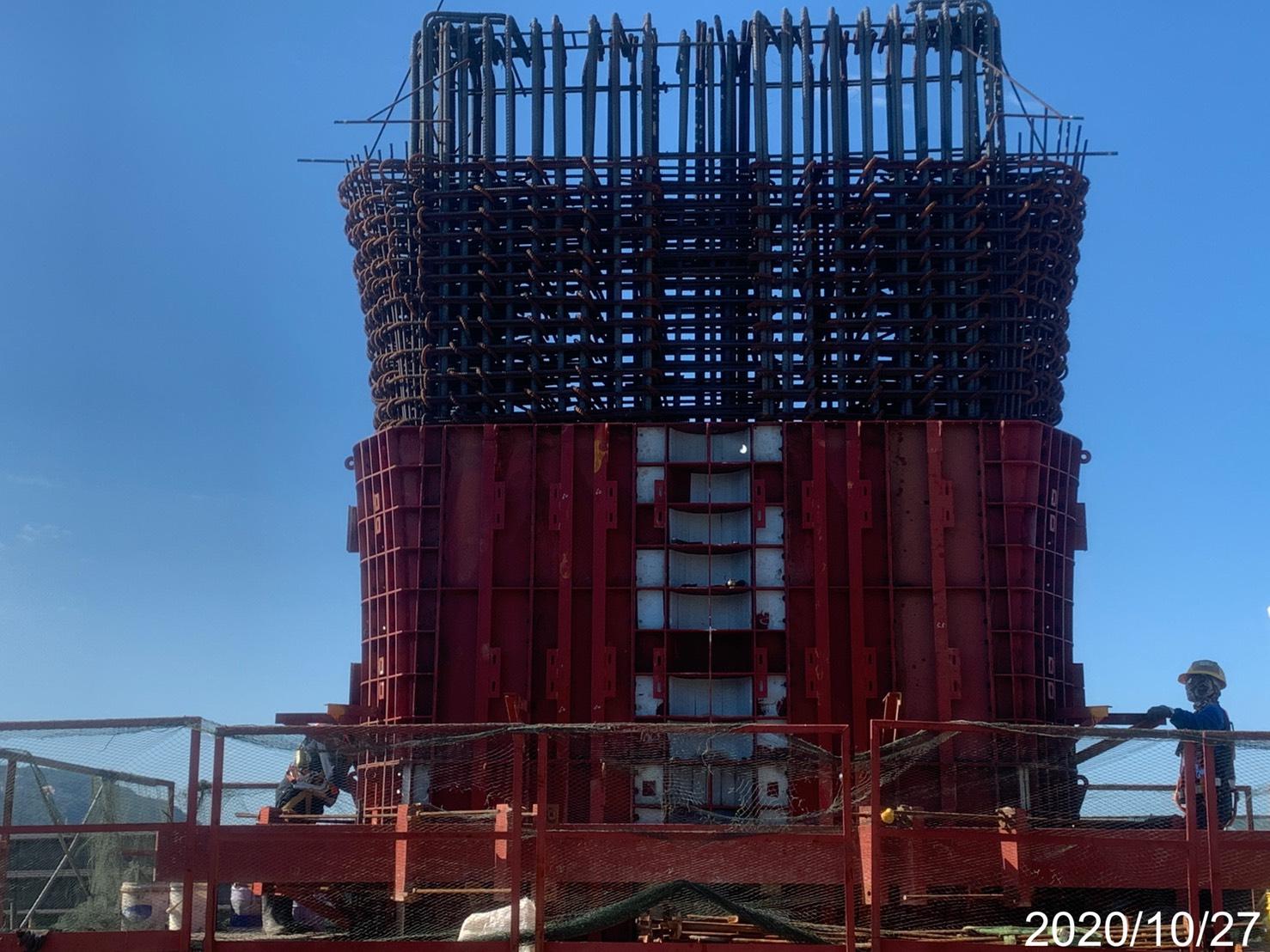 淡水端橋墩墩柱曲線段鋼模組立