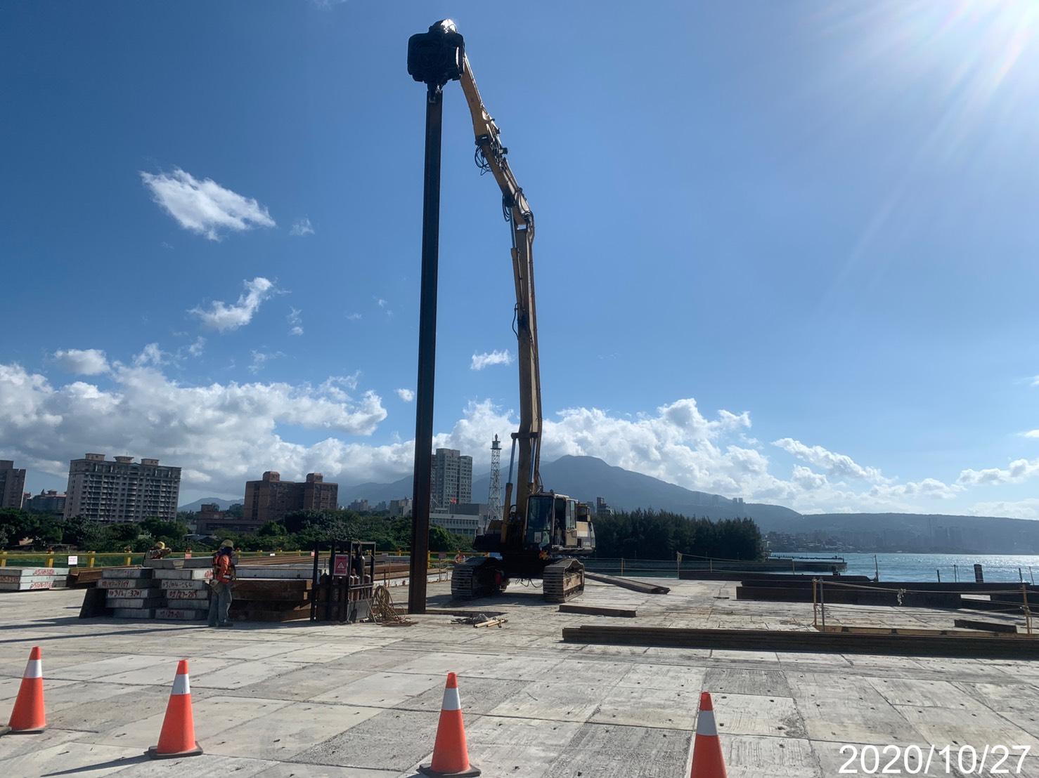 河中段P140構台16M鋼板樁打設