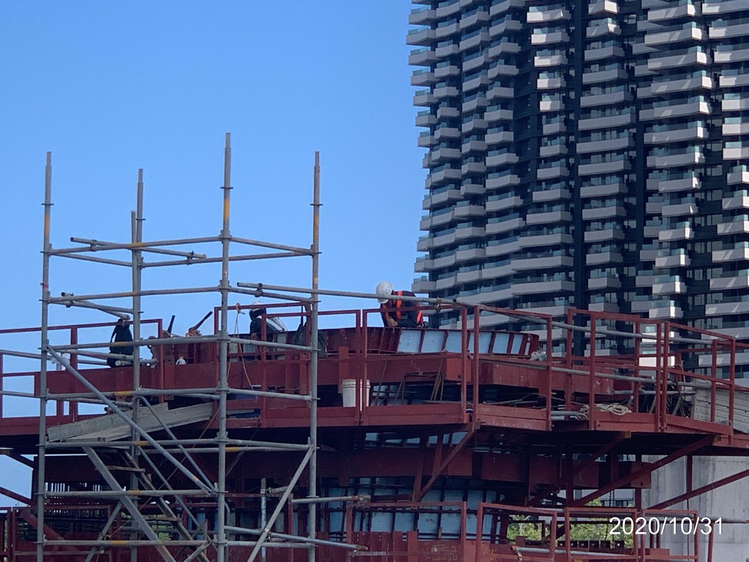 橋墩墩柱鋼筋綁紮及鋼模組立情況.