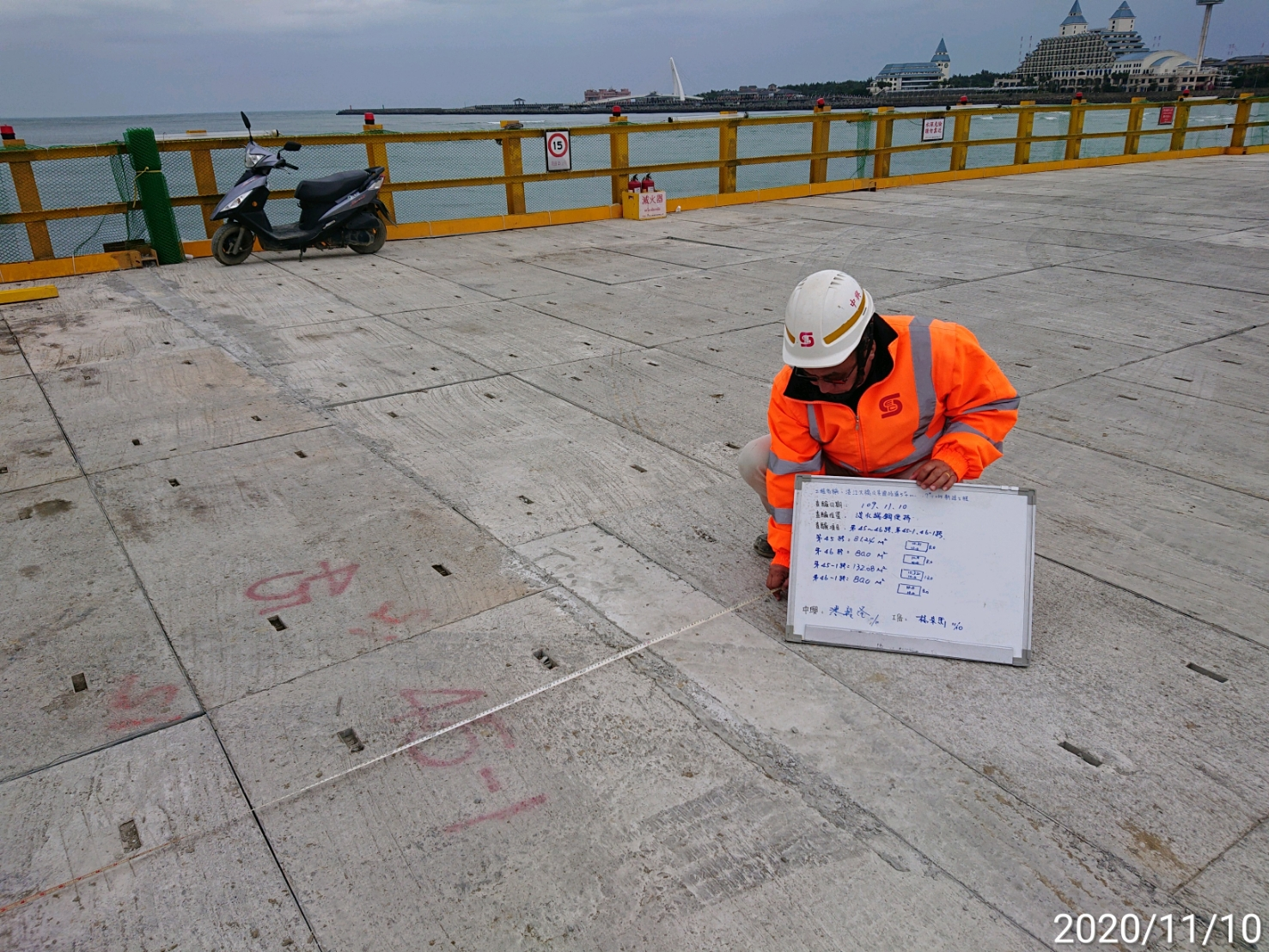 淡水端施工鋼便橋混凝土複合式覆蓋板舖設查驗