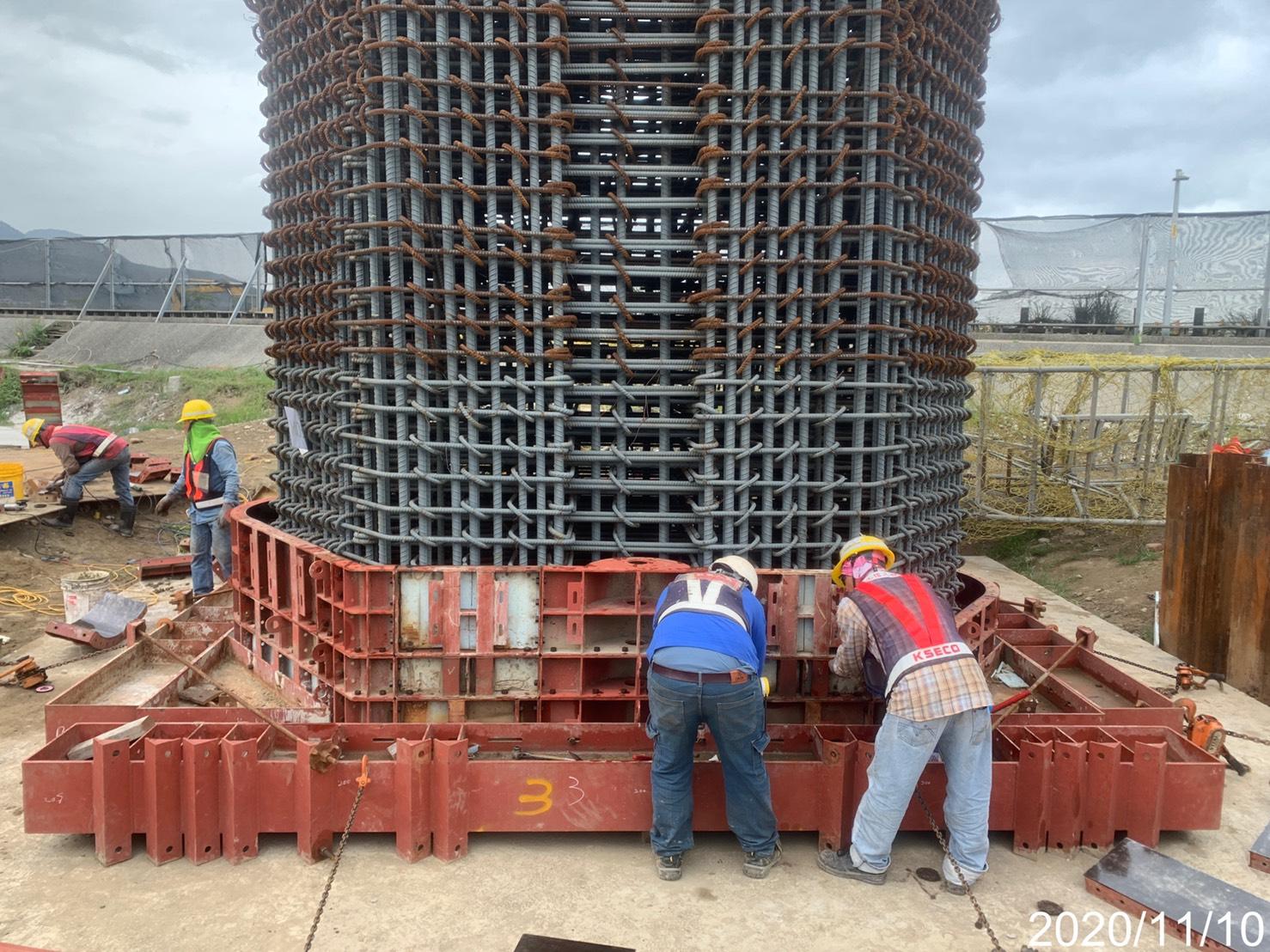 淡水端橋墩墩柱第一昇層鋼模組立