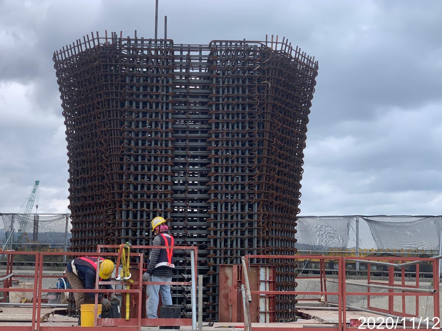 淡水端橋墩墩柱第二昇層鋼模組立
