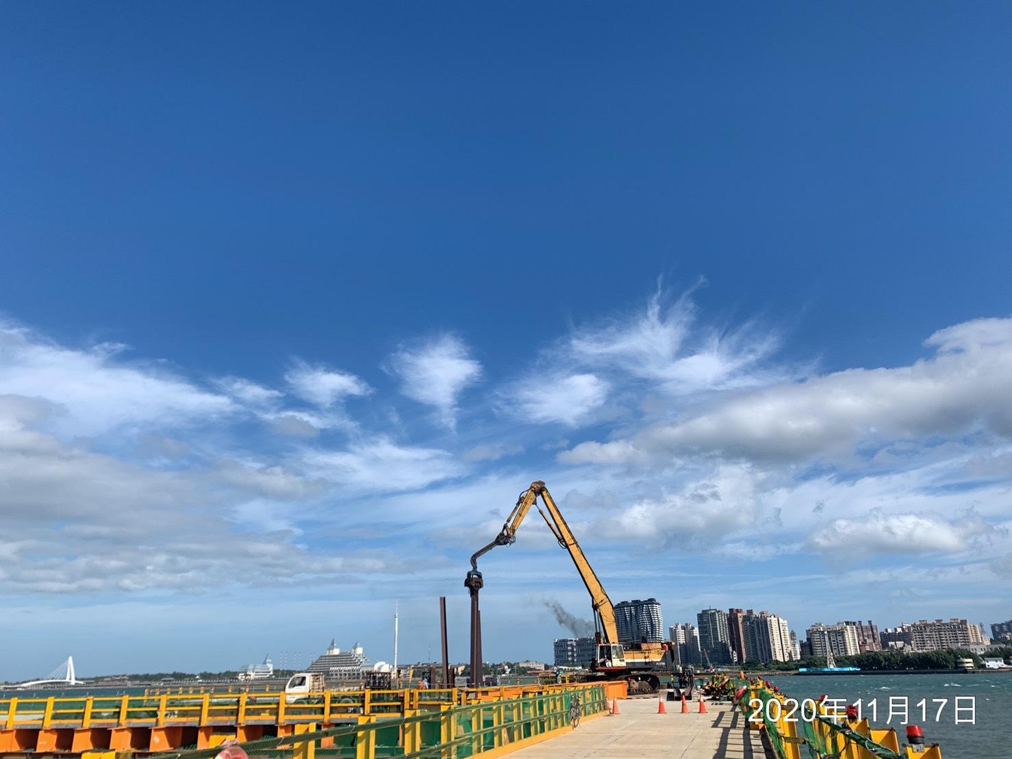 八里端施工便橋P120構台與便橋連接通道立柱打設