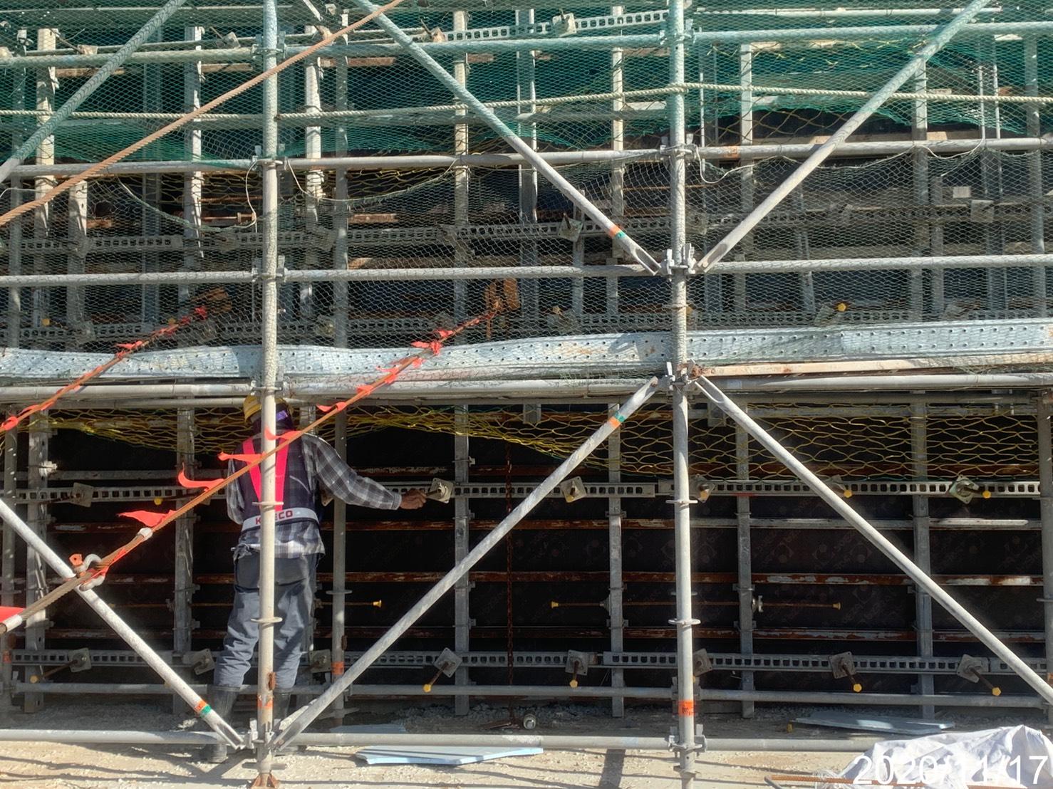 淡水端橋台牆身第二昇層模板組立