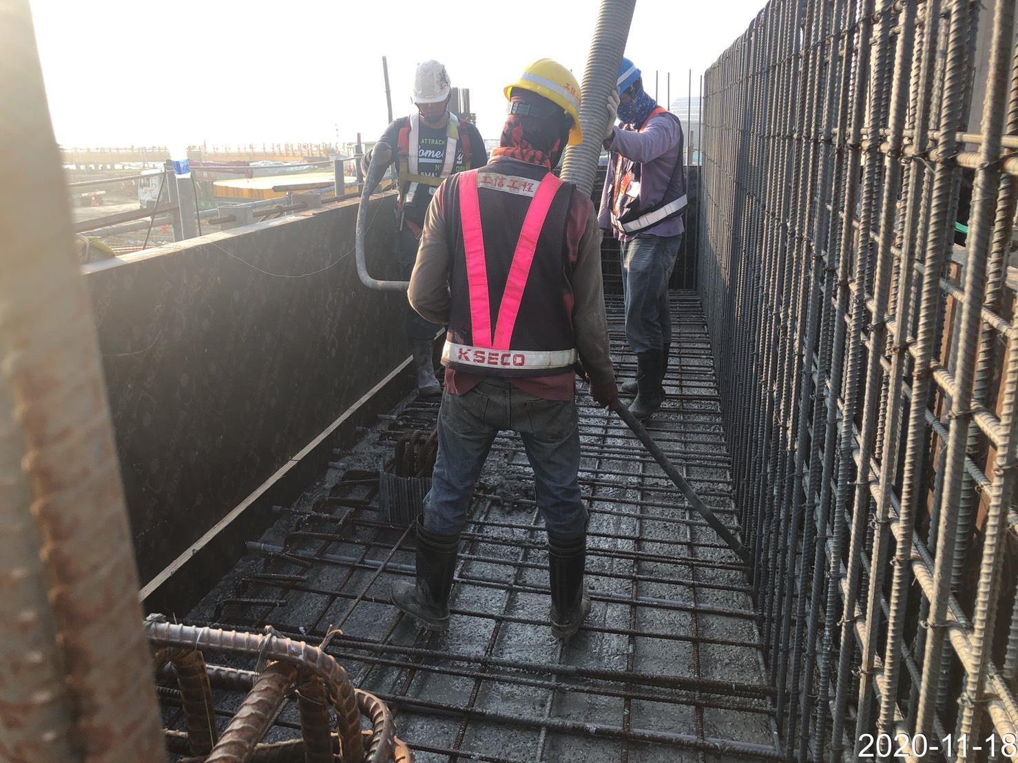 淡水端構台牆身橋混凝土澆置