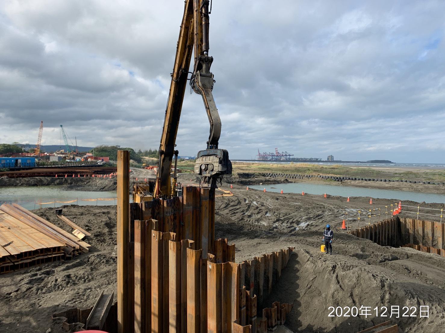 八里端P100 22M鋼板樁調整