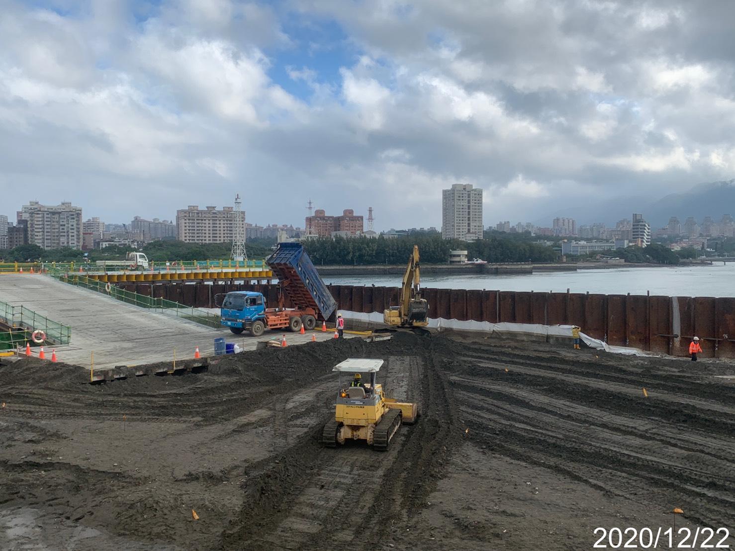 河中段P130鋼管板樁圍堰內土方回填及整地