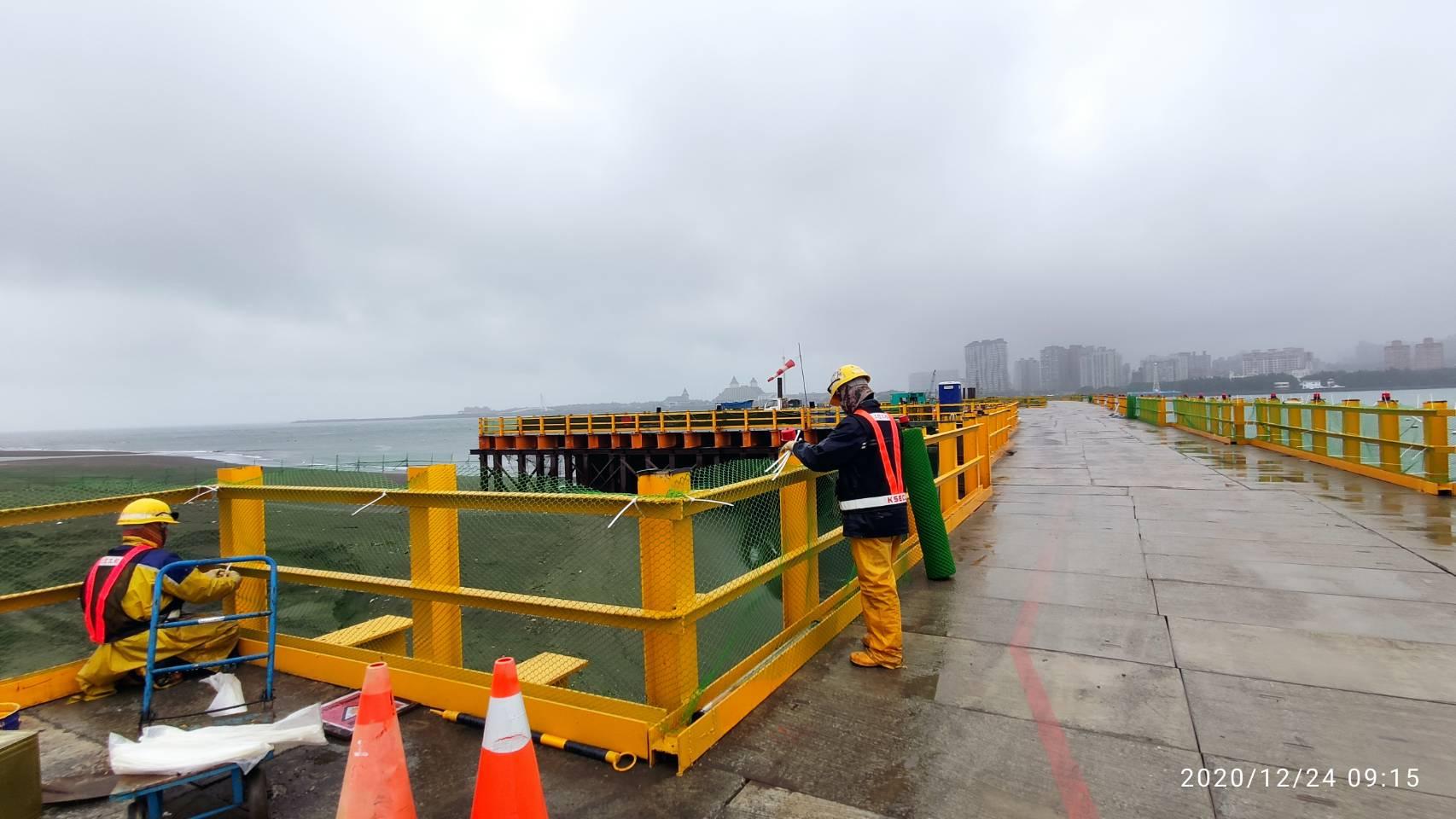 八里端施工便橋第1-30跨欄杆防護網整理