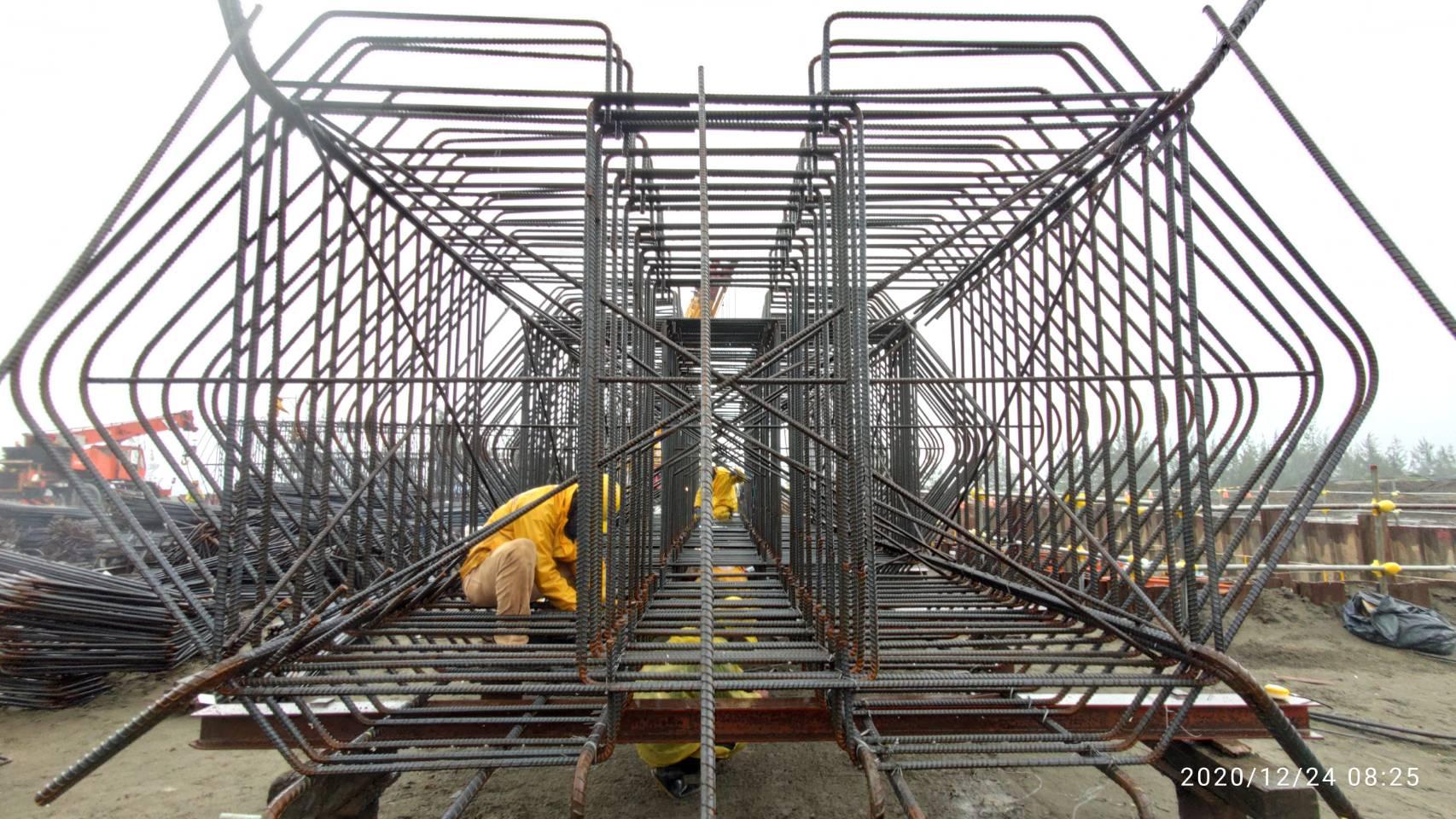 八里端橋墩墩柱鋼筋樣架組立