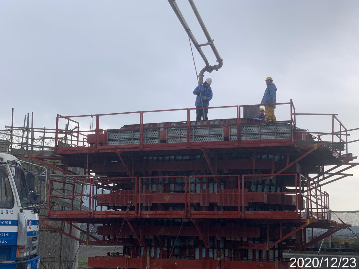 淡水端橋墩墩柱牆身SCC自充混凝土澆置