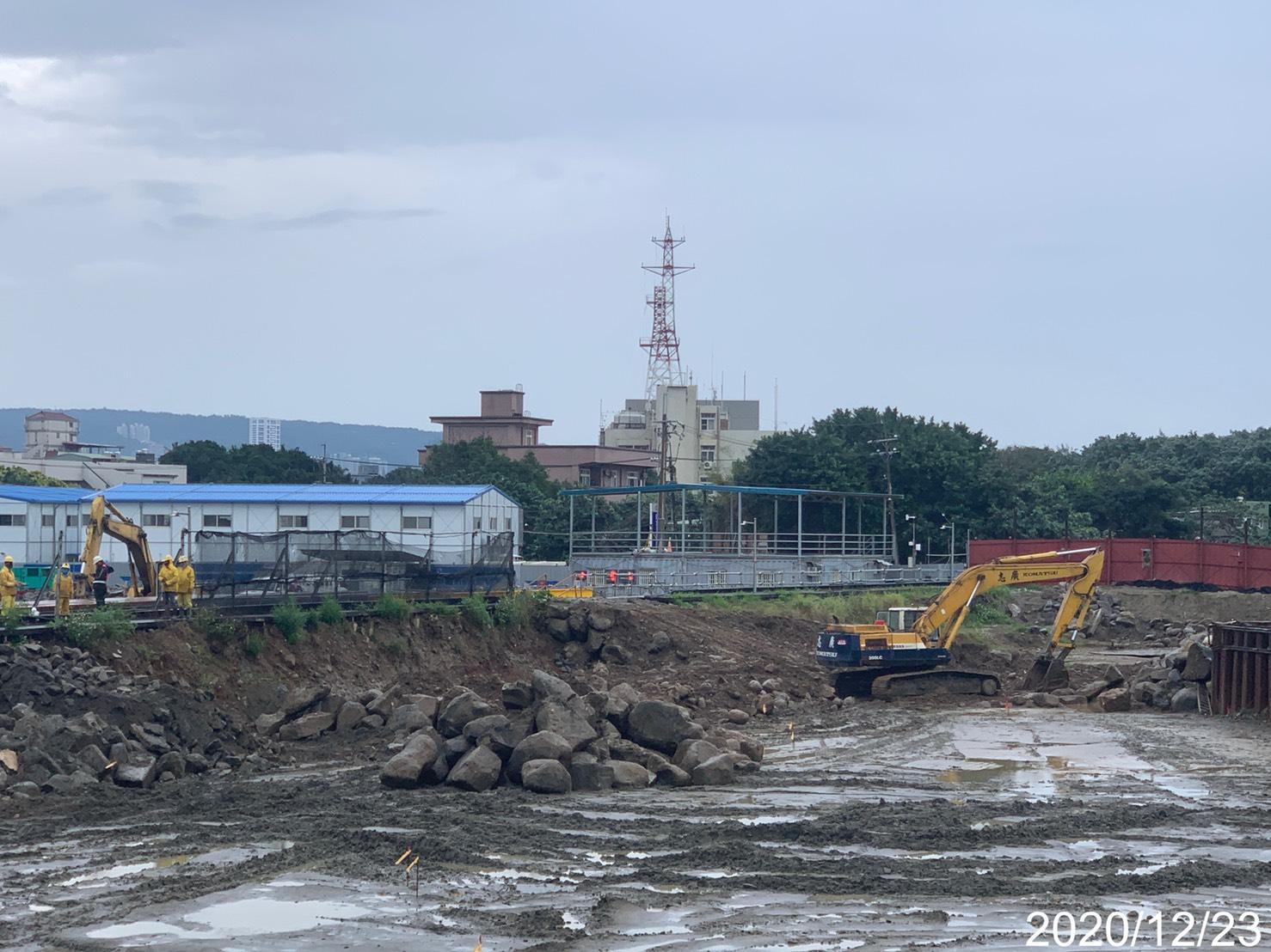 淡水端大圍堰內施工便道整地