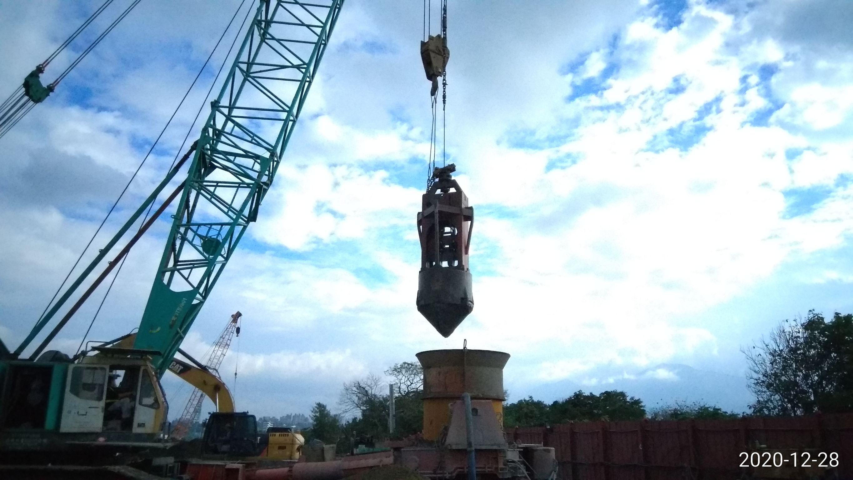 全套管基樁工程挖掘作業.