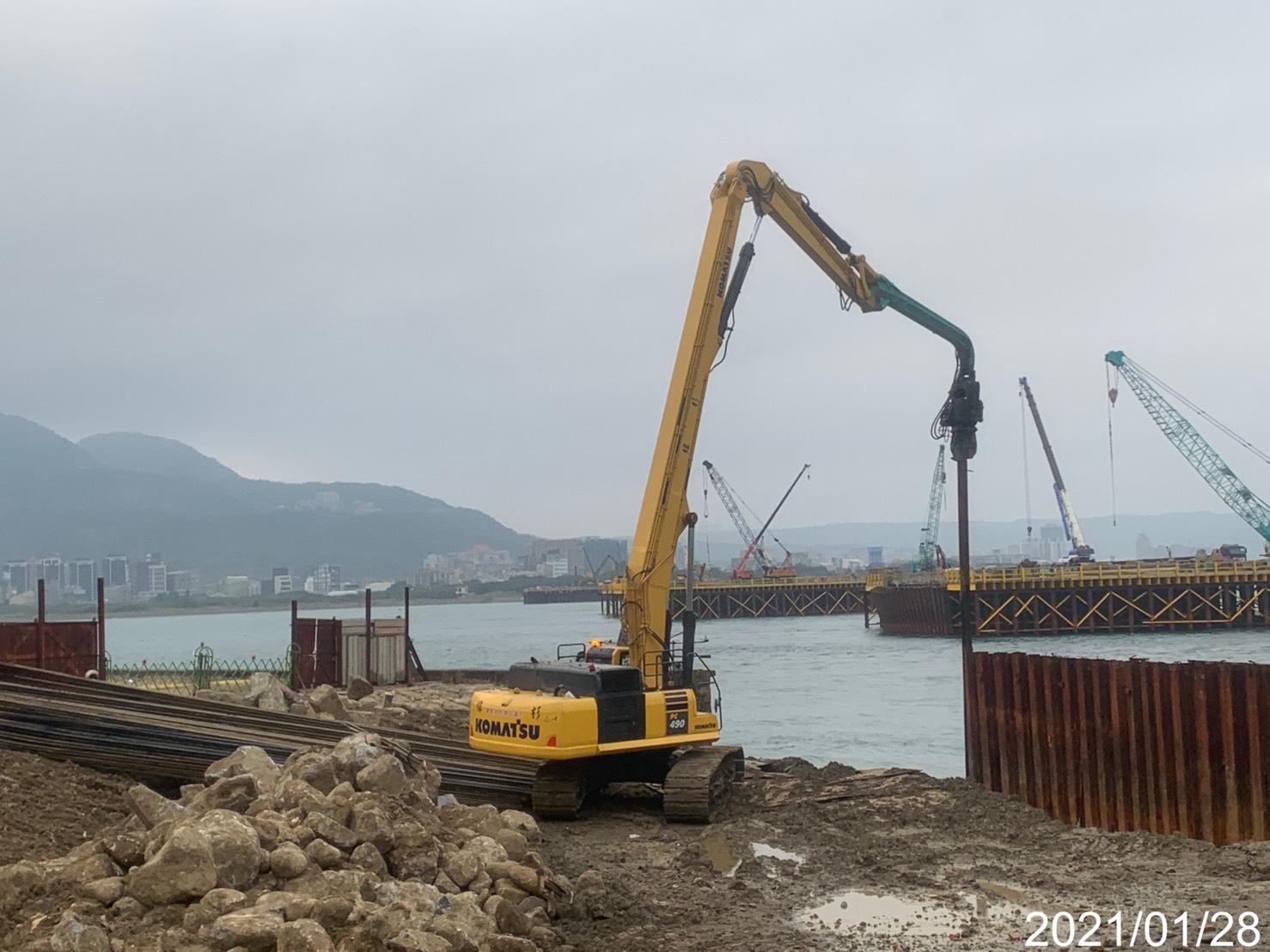 圍堰鋼板樁打設施工.