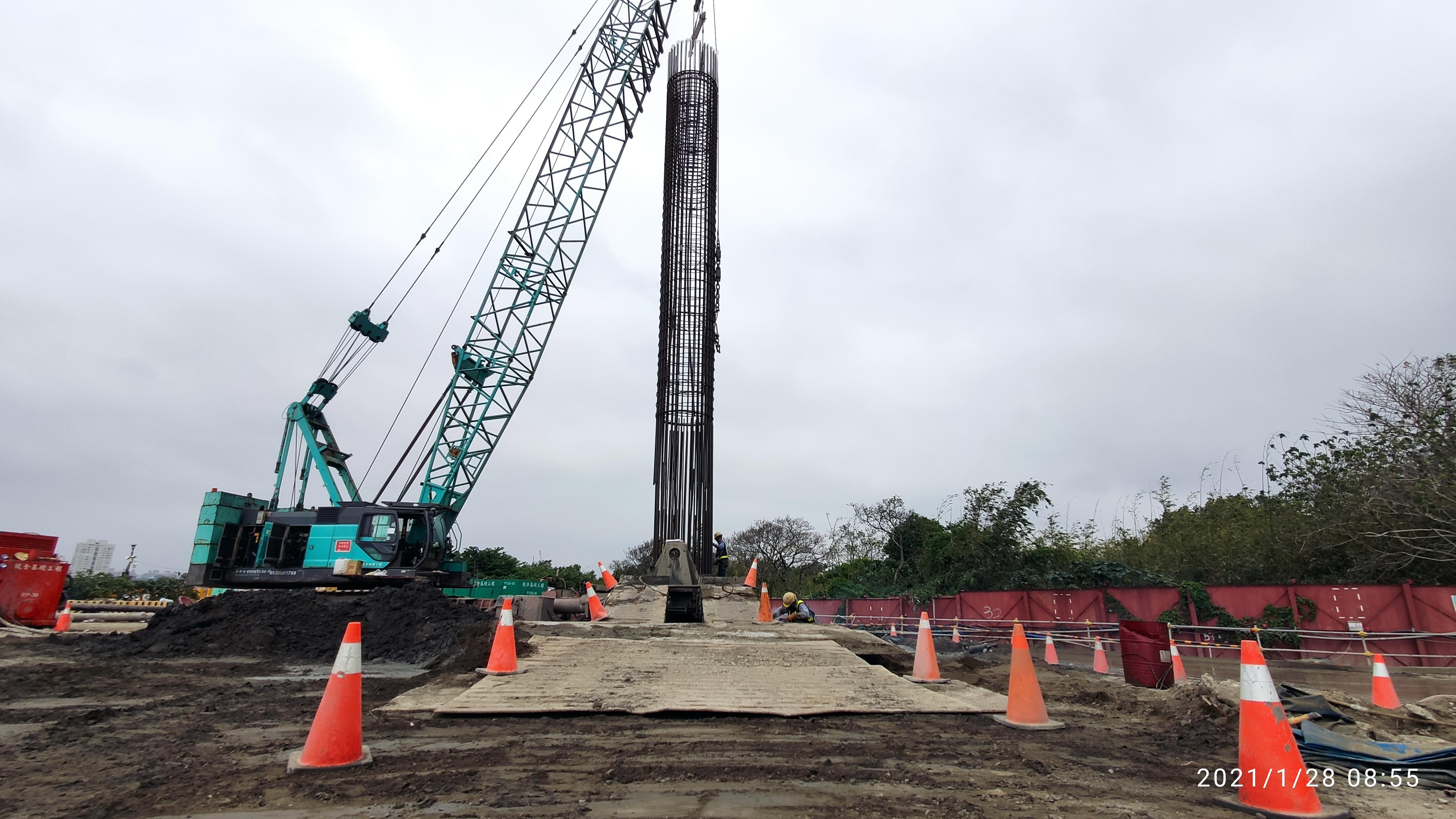 基樁工程鋼筋籠吊放組裝施工.