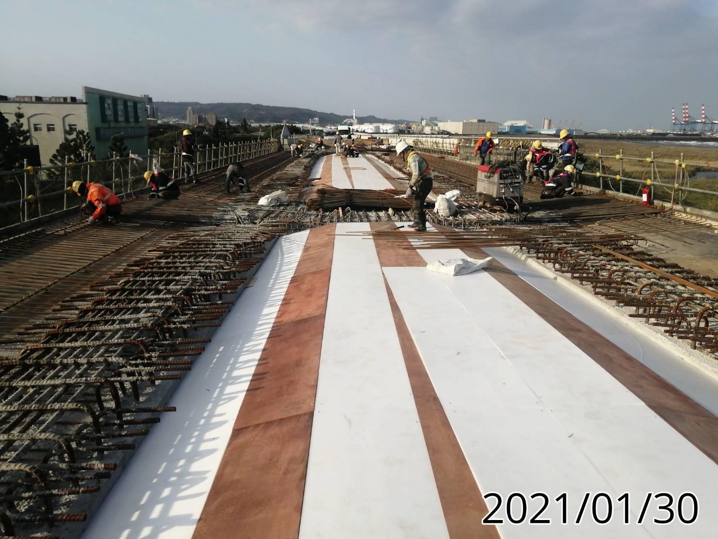 U1N-1場撐段橋面板模板組立.