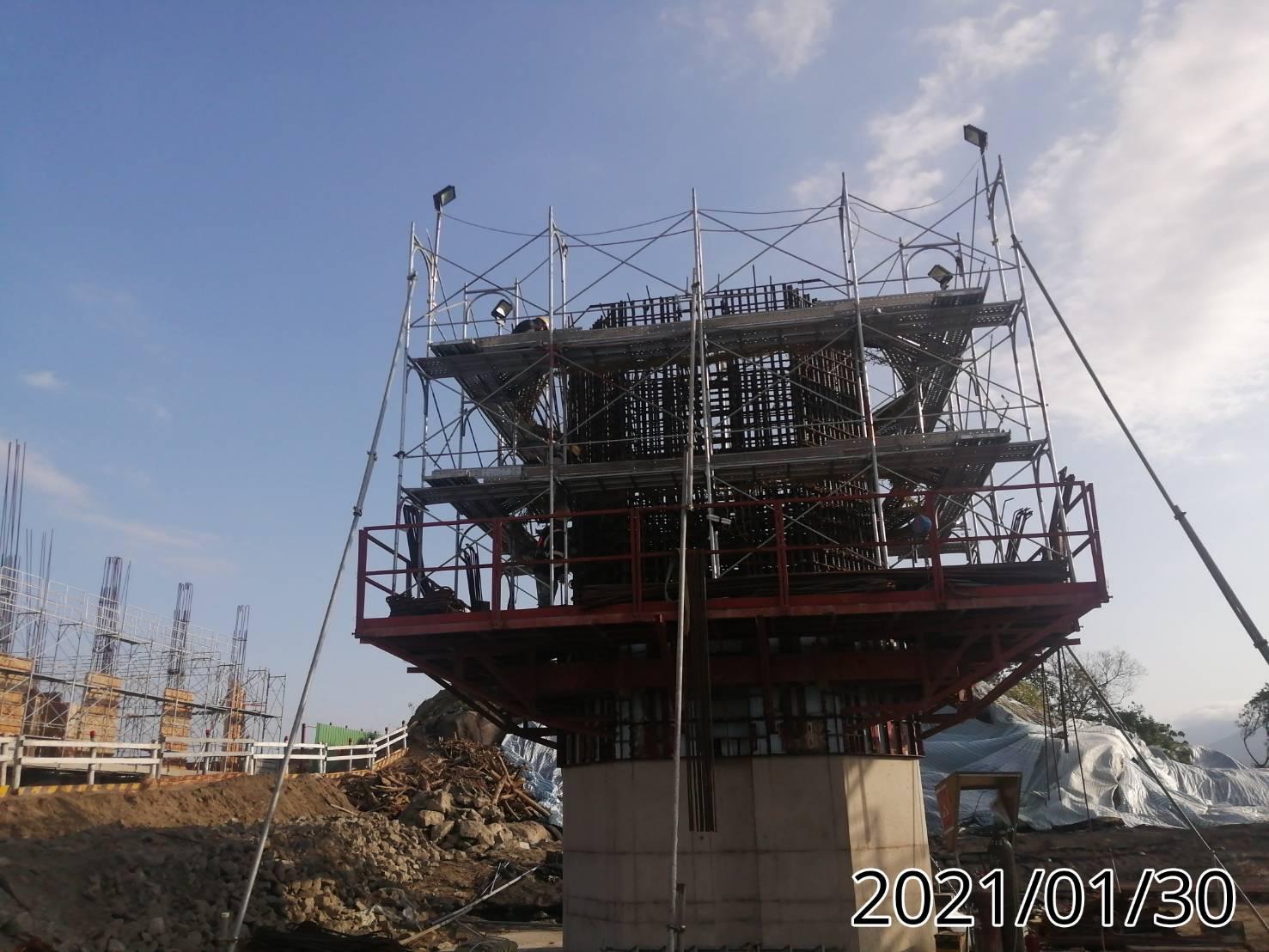 橋墩墩柱之鋼筋綁紮,鋼模,施工架,平台組立.