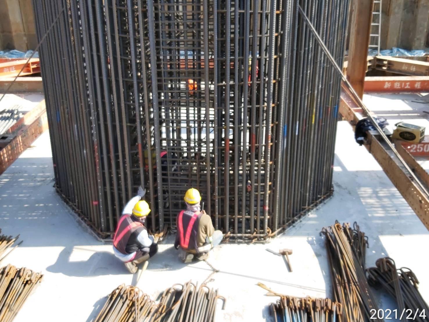 橋墩墩柱基礎鋼筋綁紮施工.