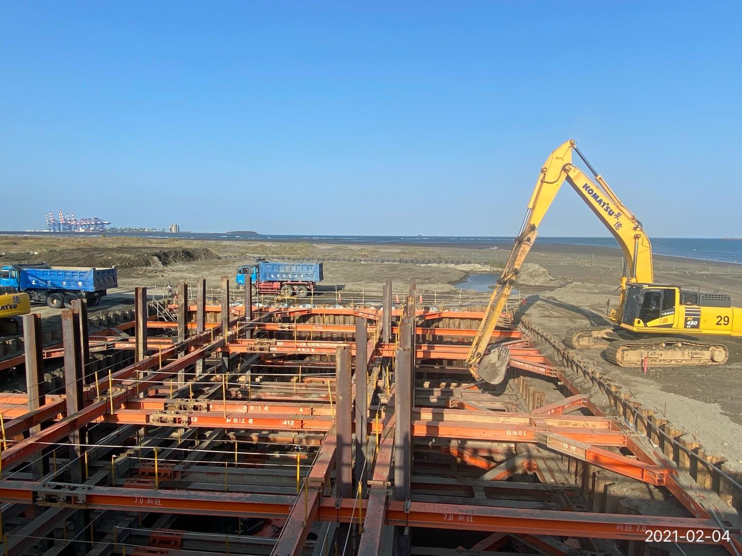 基礎內第二層土方降挖施工.