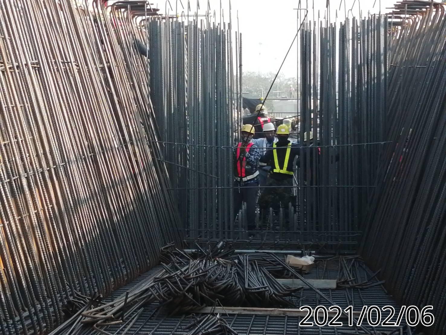 場撐段橋面板鋼筋綁紮組立作業.