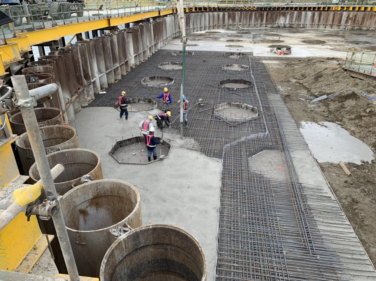河中段圍堰內地坪RC版混凝土澆置.