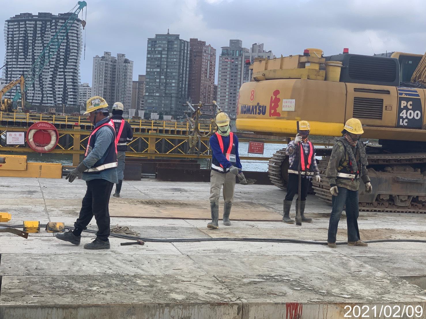 施工便橋覆工板鋪設施作.