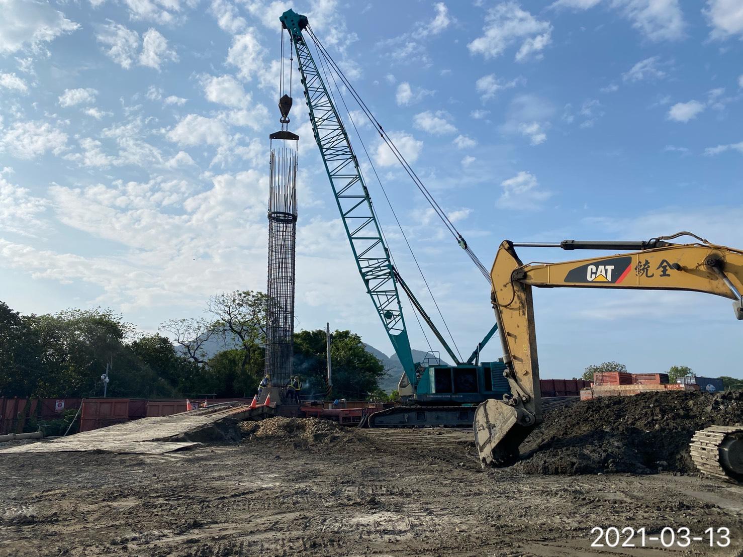 基樁工程鋼筋籠吊放.