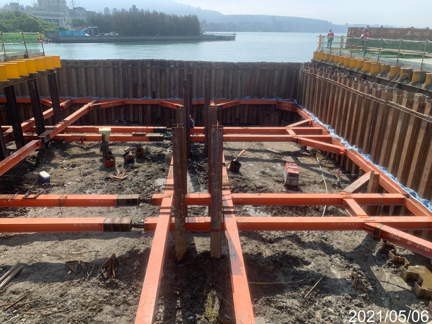 河中段基礎擋土支承及土方降挖施工.