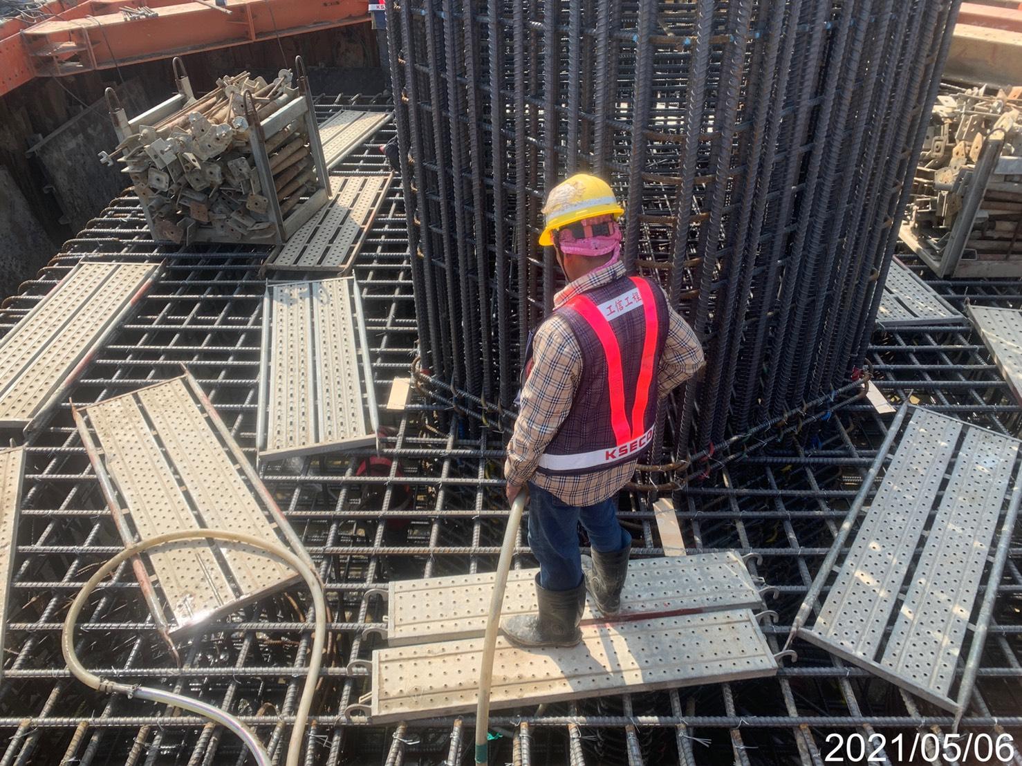橋墩樁帽墩柱鋼筋綁紮.