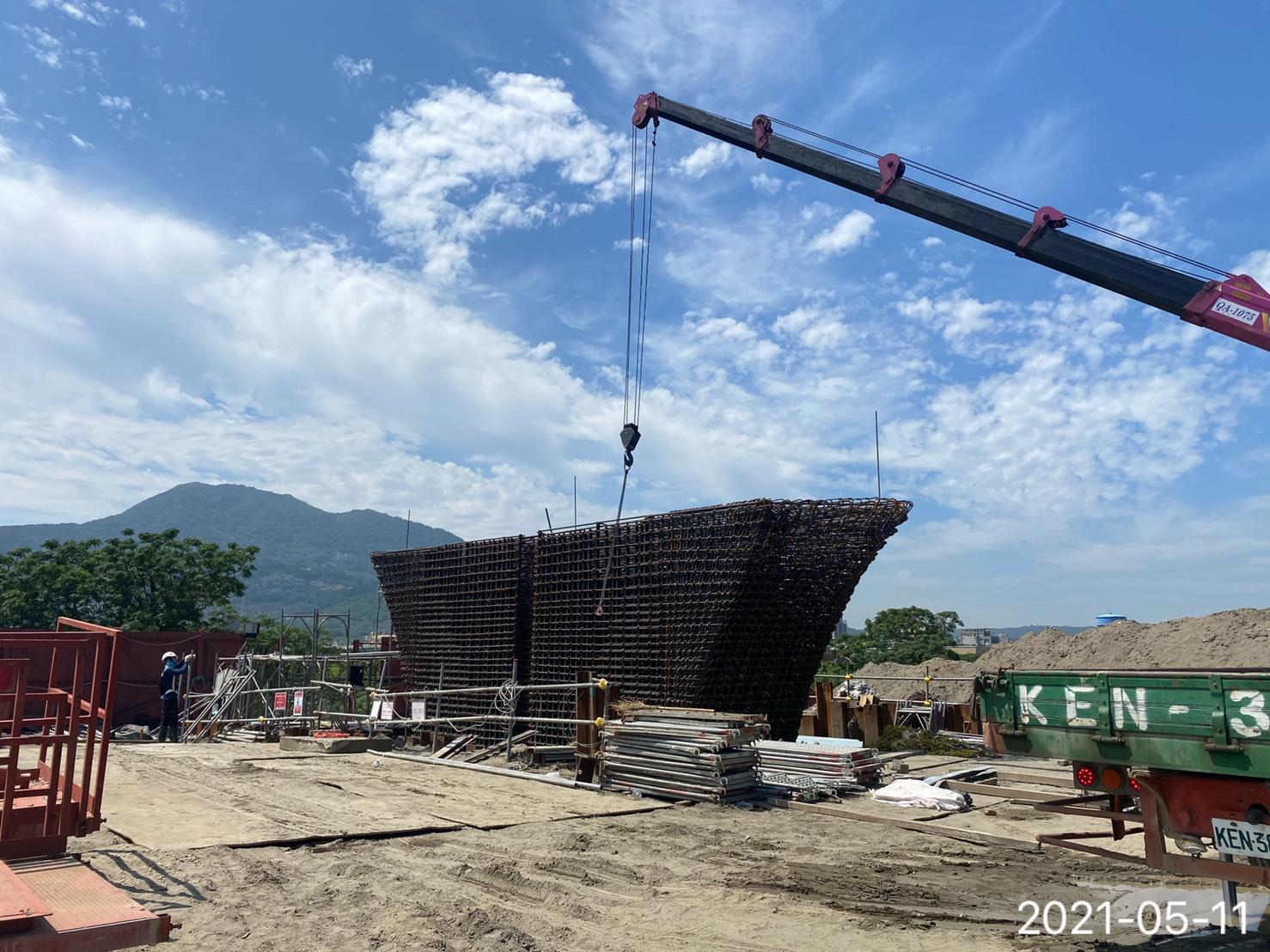 橋墩墩柱鋼筋組立施工作業.