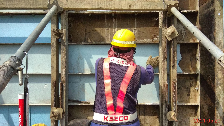 橋墩墩柱鋼模保溫材施工.