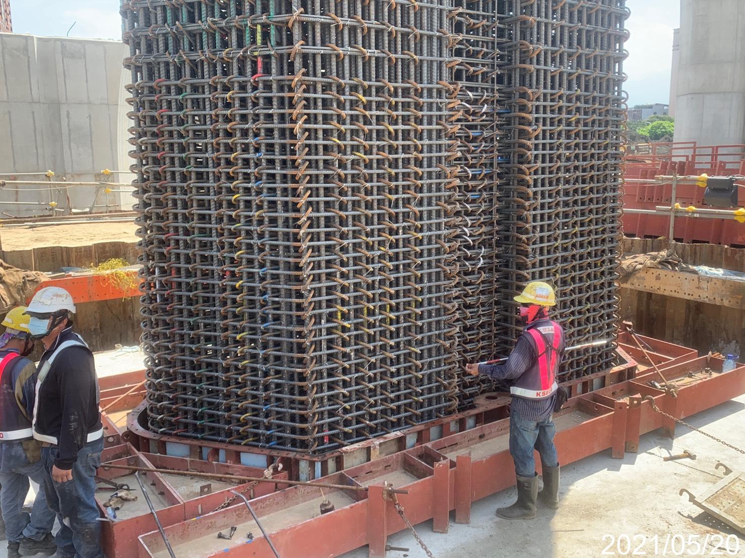 橋墩墩柱鋼筋綁紮施工.