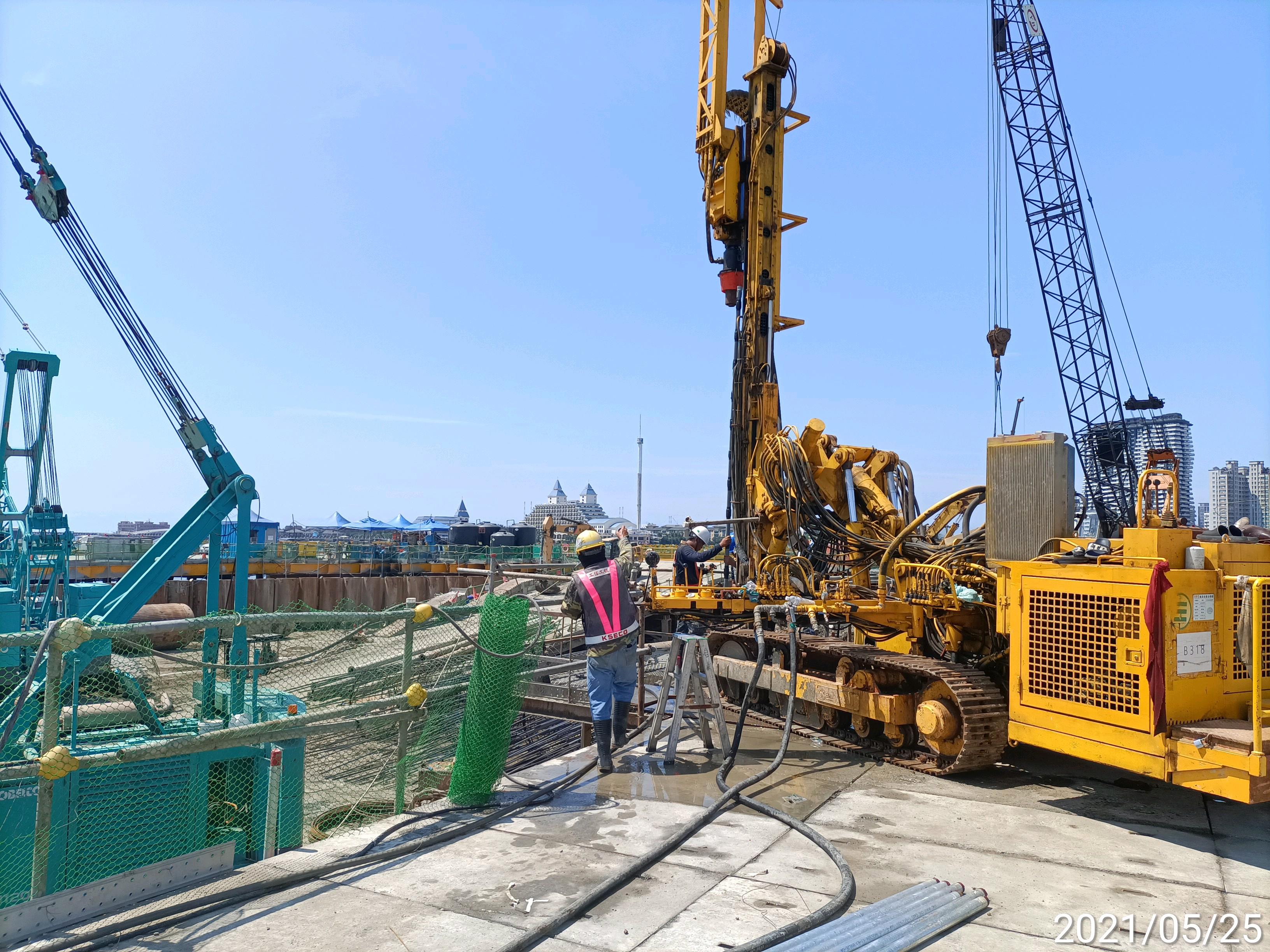 河中段鋼管鈑樁圍堰內之雙環塞鑽孔工程.