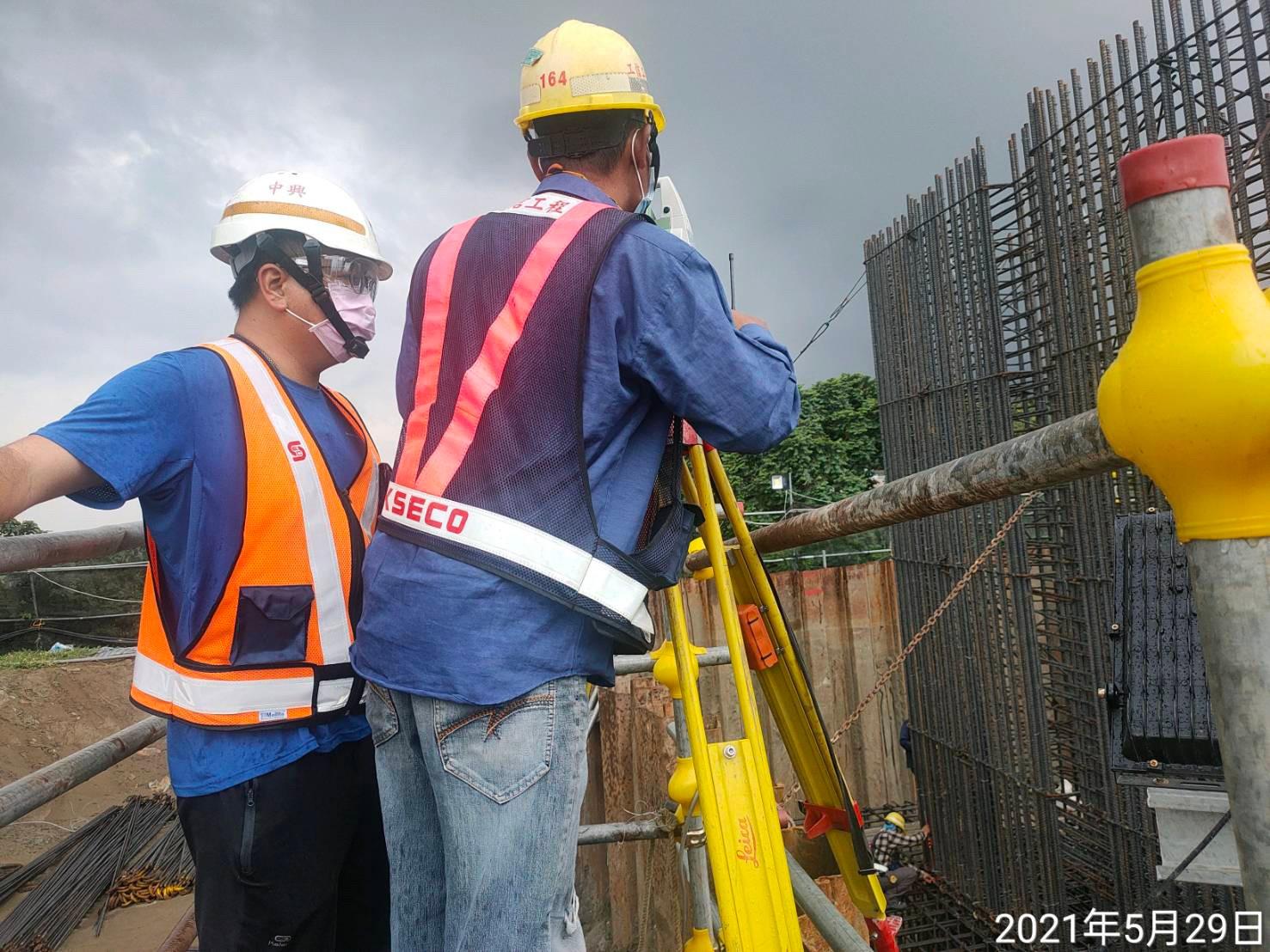 橋墩基礎高程測量放樣作業.