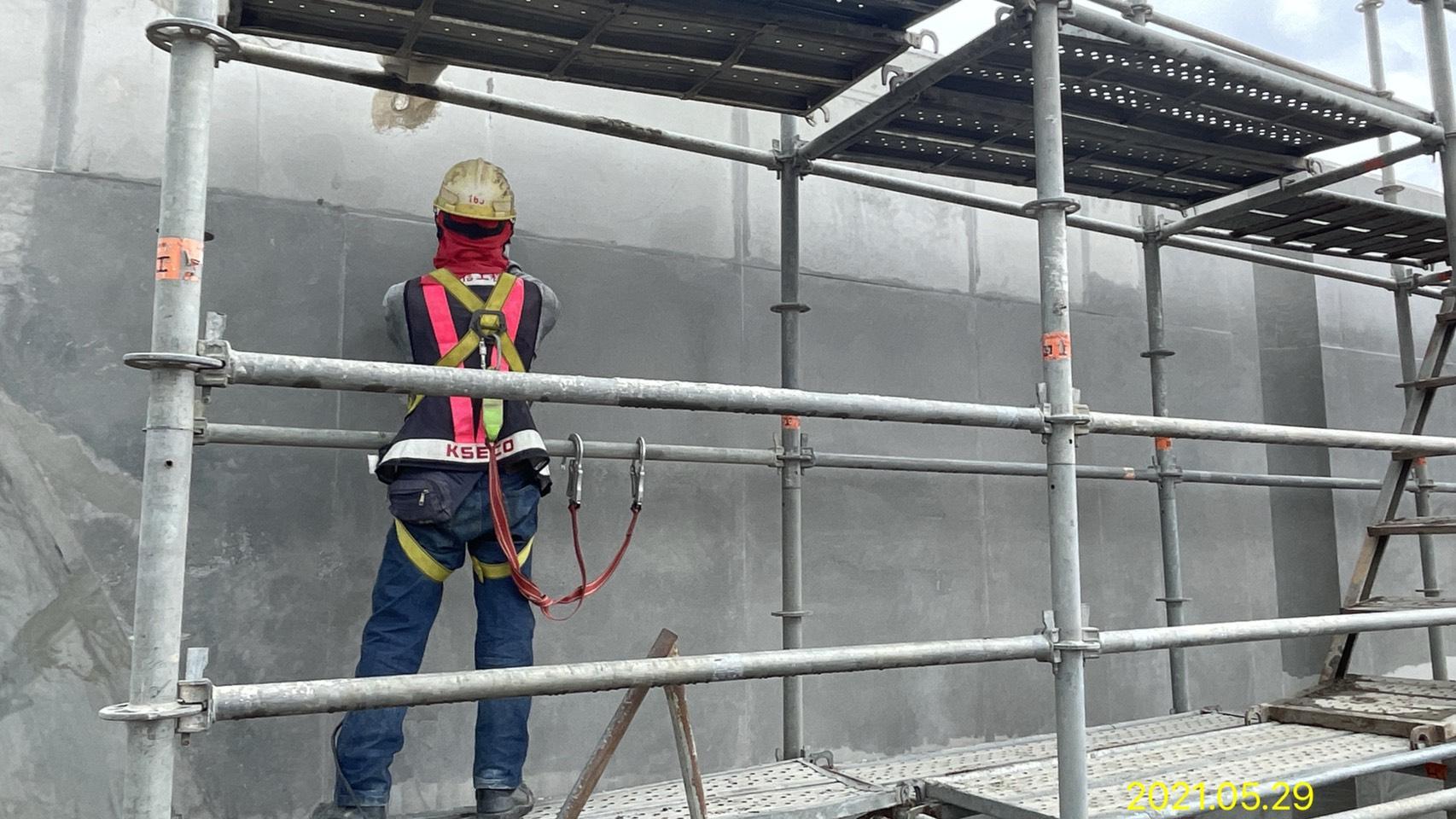 混凝土完成面修飾作業.